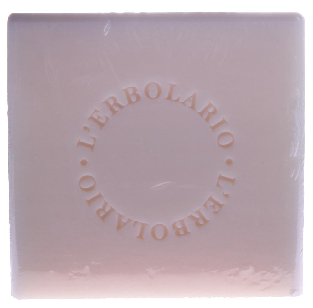 LERBOLARIO Мыло с маслом баобаба 100 грТело<br>Нежное и душистое мыло очистит кожу, не только не пересушивая ее, а напротив, смягчая, освежая и придавая ей приятный аромат. В хорошо сбалансированном составе присутствуют экологически чистое подсолнечное масло, которое обладает сильным смягчающим и питательным действием, и экстракты баобаба и зеленого кофе, которые придают тонус даже самой нежной и чувствительной коже и оказывают защитное действие.<br><br>Пол: Мужской
