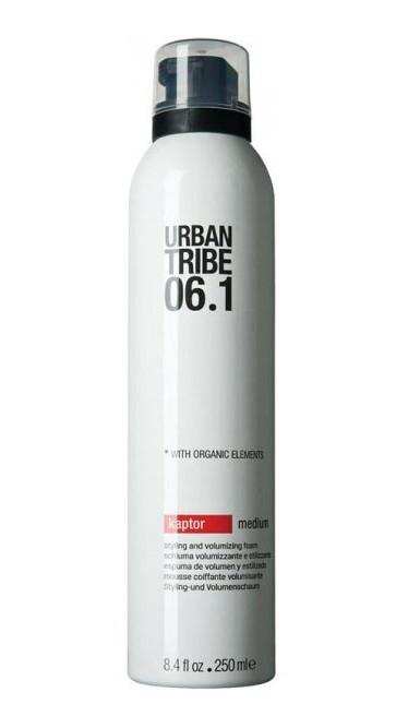 URBAN TRIBE Пенка для объема и моделирования 06.1 / Kaptor Medium 250млПенки<br>Пена Urban Tribe Kaptor для укладки волос и создания объема средней фиксации придает волосам густоту и естественно фиксирует прическу, подходит для укладки феном или непосредственно руками. Обеспечивает подвижную фиксацию и влагостойкость. Специальные термозащитные и солнцезащитные компоненты предохраняют волосы. Ухаживающие катионные ингредиенты облегчают расчесывание, не утяжеляя и не накапливаясь на волосах. Фиксирующий полимер создает эффект покрытия волос для более длительного сохранения укладки. Протеин овса укрепляет корковый слой волоса. Пантенол и алоэ вера обладают увлажняющим и успокаивающим действием. Органические эко-сертифицированные элементы оказывают увлажняющее, ухаживающее и антиоксидантное действие.<br><br>Вид средства для волос: Увлажняющий
