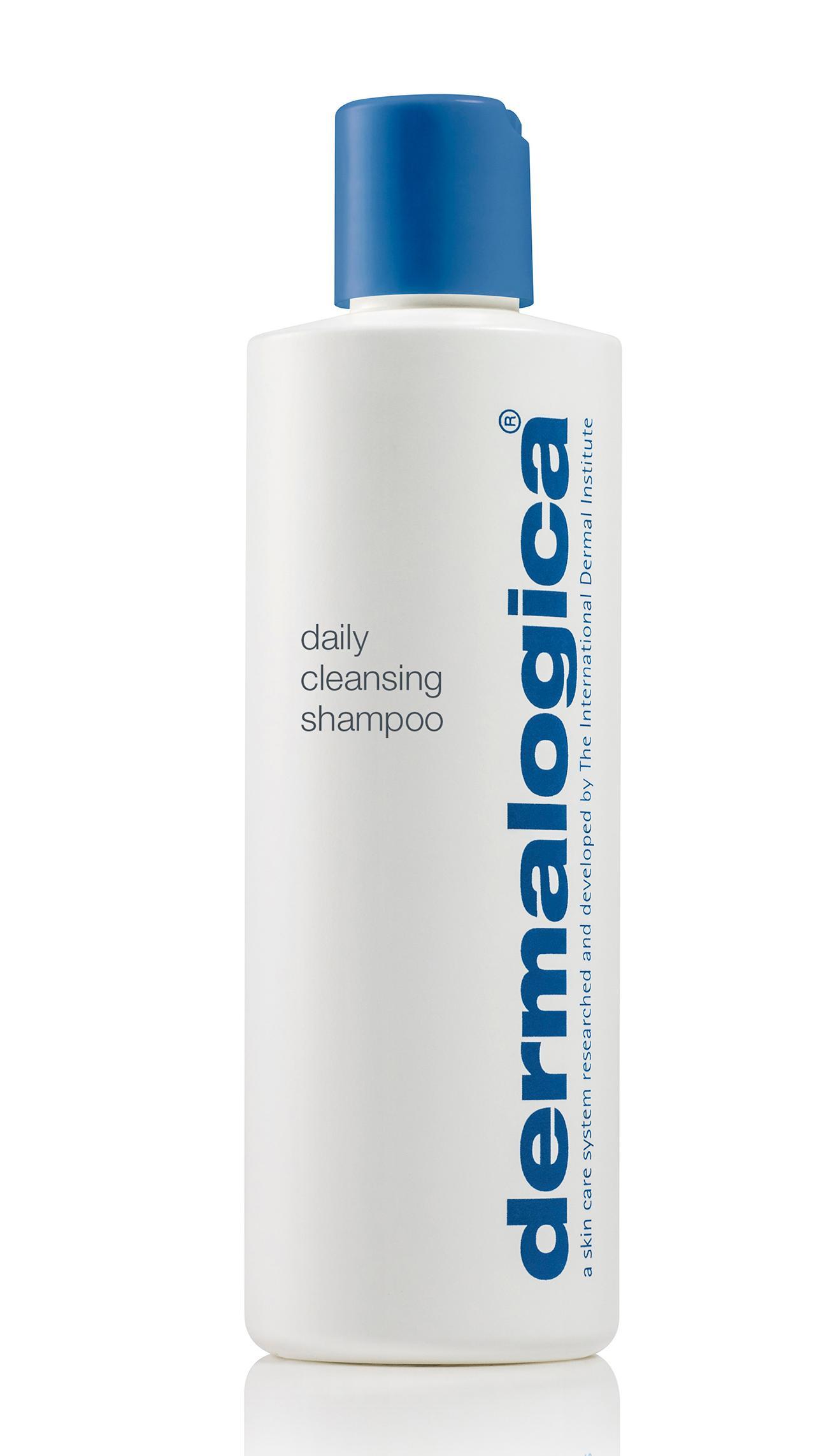 DERMALOGICA Шампунь ежедневный для здоровья волос / Daily Cleansing Shampoo 250 млШампуни<br>Dermalogica  представляет два новых продукта для комплексного ежедневного ухода за кожей головы и волосами, не содержащие искусственных ароматизаторов, красителей и парабенов: Daily Cleansing Shampoo / Ежедневный шампунь для здоровья волос и Daily Conditioning Rinse / Ежедневный кондиционер для блеска волос. Новинки входят в систему для ухода за кожей тела, позволяющую создать индивидуальную, комплексную ароматерапевтическую спа-программу в домашних условиях. С каждым применением продукта, волосы становятся более здоровыми и обретают сияние. Этот безсульфатный шампунь деликатно очищает кожу головы и волосы, не повреждая естественный защитный барьер и не пересушивая. Активная формула продукта укрепляет, увлажняет, минимизирует ломкость и делает волосы более послушными. Активные ингредиенты: o Масла Арганы, Авокадо и Кокоса - увлажняют и оказывают анти-оксидантное действие, придают сияние и смягчают каждую прядь, а также защищают от повреждения УФ-лучами. o Эссенциальные масла Грейпфрута, Лаванды и Герани заряжают энергией и пробуждают чувства. Способ применения: нанесите массажными движениями на мокрые волосы и кожу головы. Тщательно смойте теплой водой.<br><br>Типы волос: Для всех типов<br>Время применения: Ежедневный