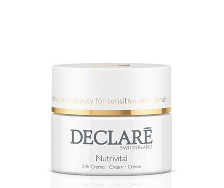DECLARE Крем питательный 24-часового действия для нормальной кожи / Nutrivital 24 h Cream 50млКремы<br>Питательный крем 24-часового действия для нормальной кожи Nutrivital 24 h Cream Declare активизирует функции кожи на клеточном уровне, поддерживает ее естественный баланс. Витамины-антиоксиданты В5 и Е в составе крема Декларе Нутривитал усиливают влагоудерживающую способность кожи, препятствуют преждевременному старению. Экстракт ромашки, сквалан и питательное абрикосовое масло обеспечивают успокаивающий и смягчающий эффект. Крем разглаживает и оживляет кожу.&amp;nbsp; Активные ингредиенты: вода, изогексадекан, пропилен гликоль, сквалан, масло абрикосовых косточек, глицерин, тетрагидроксипропил этилендиамин, пантенол, карбомер, циклометикон, отдушка, токофорол ацетат, имизадолидинил мочевины, гидролизат казеина, аллантоин, бисаболол, глицерил акрилат, глицин, сорбидол, экстракт рожкового дерева, ксантан, феноксиэтанол, тригидроксипальмитамидогидроксипропил миристил, протеины сои, парабены.&amp;nbsp; Способ применения: после очищения аккуратно нанести Nutrivital 24 h Cream Declare на лицо и шею. Использовать 2 раза в день   утром и вечером.<br><br>Типы кожи: Нормальная