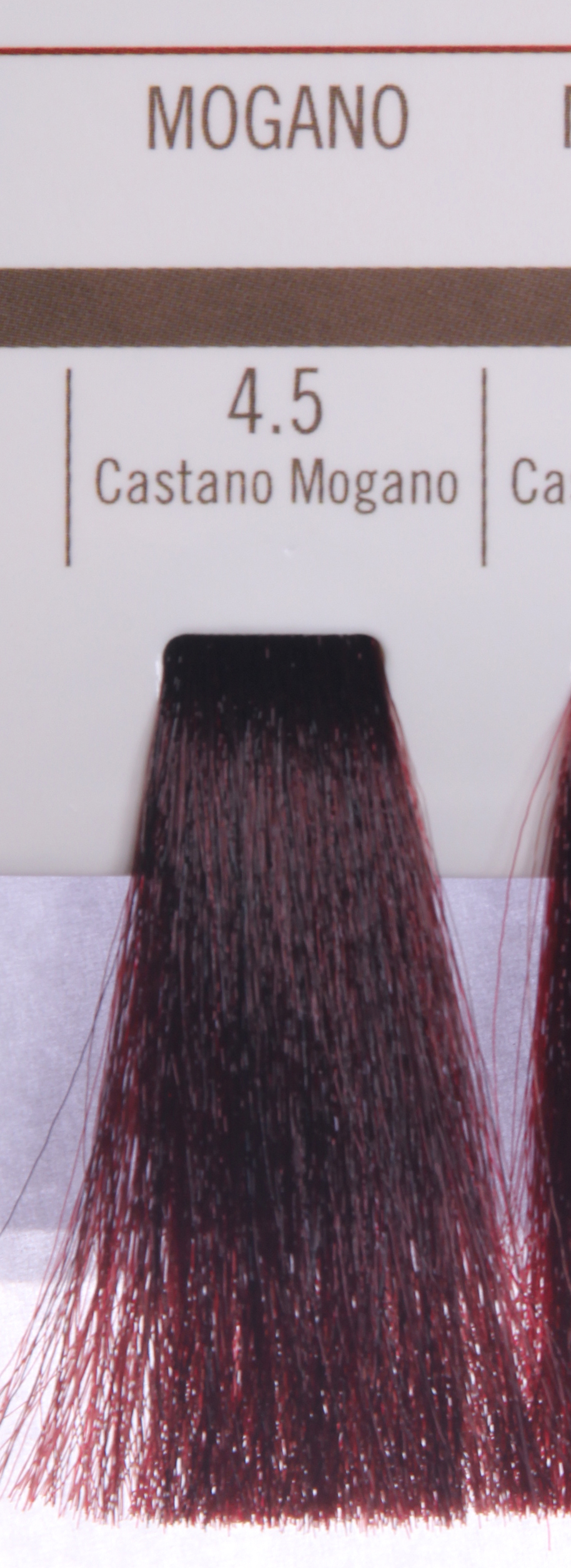 BAREX 4.5 краска для волос / PERMESSE 100млКраски<br>Оттенок: Каштан махагоновый. Профессиональная крем-краска Permesse отличается низким содержанием аммиака - от 1 до 1,5%. Обеспечивает блестящий и натуральный косметический цвет, 100% покрытие седых волос, идеальное осветление, стойкость и насыщенность цвета до следующего окрашивания. Комплекс сертифицированных органических пептидов M4, входящих в состав, действует с момента нанесения, увлажняя волосы, придавая им прочность и защиту. Пептиды избирательно оседают в самых поврежденных участках волоса, восстанавливая и защищая их. Масло карите оказывает смягчающее и успокаивающее действие. Комплекс пептидов и масло карите стимулируют проникновение пигментов вглубь структуры волоса, придавая им здоровый вид, блеск и долговечность косметическому цвету. Активные ингредиенты:&amp;nbsp;Сертифицированные органические пептиды М4 - пептиды овса, бразильского ореха, сои и пшеницы, объединенные в полифункциональный комплекс, придающий прочность окрашенным волосам, увлажняющий и защищающий их. Сертифицированное органическое масло карите (масло ши) - богато жирными кислотами, экстрагируется из ореха африканского дерева карите. Оказывает смягчающий и целебный эффект на кожу и волосы, широко применяется в косметической индустрии. Масло карите защищает волосы от неблагоприятного воздействия внешней среды, интенсивно увлажняет кожу и волосы, т.к. обладает высокой степенью абсорбции, не забивает поры. Способ применения:&amp;nbsp;Крем-краска готовится в смеси с Молочком-оксигентом Permesse 10/20/30/40 объемов в соотношении 1:1 (например, 50 мл крем-краски + 50 мл молочка-оксигента). Молочко-оксигент работает в сочетании с крем-краской и гарантирует идеальное проявление краски. Тюбик крем-краски Permesse содержит 100 мл продукта, количество, достаточное для 2 полных нанесений. Всегда надевайте подходящие специальные перчатки перед подготовкой и нанесением краски. Подготавливайте смесь крем-краски и молочка-оксигента Permesse в неметалли