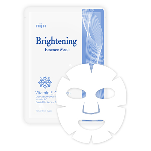 KONAD Маска осветляющая / niju Brightening Essence Mask 17млМаски<br>В состав осветляющей маски Konad - Essence Mask Brightening входит витамин В3 (ниацинамид, никотинамид, амид никотиновой кислоты), необходимый нашему организму для предотвращения окисления клеток кожи, осветления и увлажнения, а также регенерации. Маска для лица Konad Essence Mask Brightening успокаивает чувствительную, проблемную и поврежденную кожу. Использование маски активирует собственный синтез коллагена в коже, а также помогает коже лица более стойко переносить воздействие внешней среды. Регулярное применение маски также оказывает благоприятное воздействие на жирную и комбинированную кожу: сужает поры, снижает выработку кожного секрета, матирует, борется с высыпаниями и пост-акне. Способ применения: щательно очистить и высушить лицо. Достаньте, разверните маску и нанесите ее на ваше лицо. Носить маску 15-20 минут и снимите медленно за край.<br><br>Объем: 17 мл<br>Вид средства для лица: Отбеливающий<br>Назначение: Акне, постакне