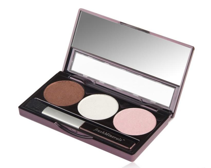 FRESH MINERALS Тени трехцветные для век Strawberry Chocolate / Mineral Triple Eyeshadow 4,25грТени<br>Сочетают в себе три отлично сочетающихся между собой оттенка, позволяющих создать идеальный макияж глаз. Мягкая текстура теней обеспечивает легкое нанесение и стойкий эффект. Трехцветные тени для век можно наносить на все веко или как контур. Каждый из трех оттенков теней отлично смотрится как отдельно, так и в сочетании. Тени от freshMinerals подходят для чувствительных глаз, в их состав не входят масла, ароматизаторы и тальк.<br>