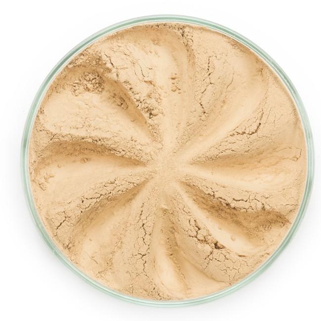 ERA MINERALS Основа тональная минеральная 135 / Mineral Foundation, Surreal 7 грТональные основы<br>Основа Surreal подходит для всех типов кожи. Обеспечивает плотное или умеренное покрытие с легким матовым эффектом. Без отдушек и масел, для всех типов кожи&amp;nbsp; Водостойкое, долгосрочное покрытие&amp;nbsp; Широкий спектр фильтров UVB/UVA, протестированных при SPF 30+&amp;nbsp; Некомедогенно, не блокирует поры&amp;nbsp; Дерматологически протестировано, не аллергенно Антибактериальные ингредиенты, помогает успокоить раздраженную кожу&amp;nbsp; Состоит из неактивных минералов, не способствует развитию бактерий&amp;nbsp; Не тестировано на животных&amp;nbsp; Минеральная тональная основа Era Minerals заменит любой тональный крем, поскольку создает безупречное покрытие, обеспечивая естественный вид; разглаживает и выравнивает тон кожи, аккуратно скрывая ее недостатки, а при нанесении в несколько слоев остается невесомой и стойкой. Она состоит из природных минеральных пигментов, обеспечивая поддержание здоровья кожи, защищает от солнечного воздействия, предотвращая появление солнечных ожогов и раннее старение кожи. Выберите подходящую для вас формулу минеральной основы   разработанную индивидуально для каждого типа кожи. Эти формулы различаются по интенсивности покрытия и завершению макияжа. Активные ингредиенты: слюда (CI 77019), оксид цинка (CI 77947), диоксид титана (CI 77891), лаурил лизин. Может содержать (+/-): оксиды железа (CI 77489, CI 77491, CI 77492, CI 77499). При производстве этого отттенка не использовались продукты животного происхождения.&amp;nbsp; В состав нашей минеральной косметики НЕ ВХОДЯТ: хлорокись висмута, тальк, силиконы, парабены, ГМО, нефтехимические вещества, фталаты, сульфаты, ароматизаторы, синтетические красители или наночастицы. Способ применения: Перед нанесением минеральной косметики кожа должна быть чистой и хорошо увлажненной, но сухой на ощупь.&amp;nbsp; Опционально можно использовать&amp;nbsp;Базу под макияж, чтобы подготовить кожу 