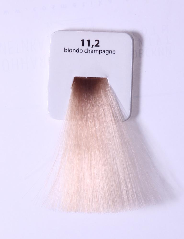 KAARAL 11.2 краска для волос / Sense COLOURS 100млКраски<br>11.2 экстра светлый фиолетовый блондин Перманентные красители. Классический перманентный краситель бизнес класса. Обладает высокой покрывающей способностью. Содержит алоэ вера, оказывающее мощное увлажняющее действие, кокосовое масло для дополнительной защиты волос и кожи головы от агрессивного воздействия химических агентов красителя и провитамин В5 для поддержания внутренней структуры волоса. При соблюдении правильной технологии окрашивания гарантировано 100% окрашивание седых волос. Палитра включает 93 классических оттенка. Способ применения: Приготовление: смешивается с окислителем OXI Plus 6, 10, 20, 30 или 40 Vol в пропорции 1:1 (60 г красителя + 60 г окислителя). Суперосветляющие оттенки смешиваются с окислителями OXI Plus 40 Vol в пропорции 1:2. Для тонирования волос краситель используется с окислителем OXI Plus 6Vol в различных пропорциях в зависимости от желаемого результата. Нанесение: провести тест на чувствительность. Для предотвращения окрашивания кожи при работе с темными оттенками перед нанесением красителя обработать краевую линию роста волос защитным кремом Вaco. ПЕРВИЧНОЕ ОКРАШИВАНИЕ Нанести краситель сначала по длине волос и на кончики, отступив 1-2 см от прикорневой части волос, затем нанести состав на прикорневую часть. ВТОРИЧНОЕ ОКРАШИВАНИЕ Нанести состав сначала на прикорневую часть волос. Затем для обновления цвета ранее окрашенных волос нанести безаммиачный краситель Easy Soft. Время выдержки: 35 минут. Корректоры Sense. Используются для коррекции цвета, усиления яркости оттенков, создания новых цветовых нюансов, а также для нейтрализации нежелательных оттенков по законам хроматического круга. Содержат аммиак и могут использоваться самостоятельно. Оттенки: T-AG - серебристо-серый, T-M - фиолетовый, T-B - синий, T-RO - красный, T-D - золотистый, 0.00 - нейтральный. Способ применения: для усиления или коррекции цвета волос от 2 до 6 уровней цвета корректоры добавляются в краситель по