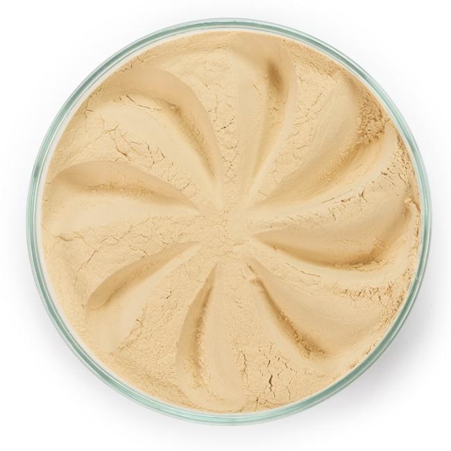 ERA MINERALS Вуаль минеральная 102 / Mineral Veil, Smoothing 2,5 грОсобые средства<br>Вуаль Smoothing изготовлена на основе нашей универсальной формулы для всех типов кожи, обладает общим смягчающим эффектом. Без отдушек и масел, для всех типов кожи&amp;nbsp; Стойкий эффект&amp;nbsp; Некомедогенно, не блокирует поры&amp;nbsp; Дерматологически протестировано, не аллергенно&amp;nbsp; Не тестировано на животных&amp;nbsp; Минеральная вуаль прекрасно сглаживает линии, матирует кожу и фиксирует макияж. Она прозрачна и невесома, но от того не менее эффективна   скрывает мимические морщинки и поры, при этом не придавая коже грузный вид. Ее вельветовая текстура рассеивает свет, придает мягкость контурам. Вуаль наносят на все лицо, включая область глаз, а также шею и область декольте. Активные ингредиенты: кукурузный крахмал, оксид кремния. Может содержать (+/-): оксиды железа (CI 77489, CI 77491, CI 77492, CI 77499). Способ применения: Поместите небольшое количество Минеральной вуали в крышку от контейнера или на Палитру для косметики.&amp;nbsp; Используя одну из наших кистей кистей для пудры, вращательными движениями наберите средство на кисть, пока оно как следует не распределится по ворсинкам.&amp;nbsp; Стряхните излишки&amp;nbsp; Нанесите тонкими слоями, начиная с Т-зоны, чтобы скрыть поры и впитать излишки кожного себума, распределяя по направлению к краям, чтобы придать лицу идеальный вид.&amp;nbsp; Используйте Минеральную вуаль или Минеральную Основу, чтобы сделать макияж более стойким.&amp;nbsp; При желании можно использовать Минеральную Вуаль отдельно. Перед нанесением Минеральной вуали кожа должна быть чистой и хорошо увлажненной, но сухой на ощупь.&amp;nbsp; Если вы используете пробные образцы, будет удобней, если насыпать небольшое количество Минеральной Вуали на Палитру для косметики или небольшую тарелочку, чтобы было проще заполнить ворсинки кисти.<br><br>Объем: 2,5 гр