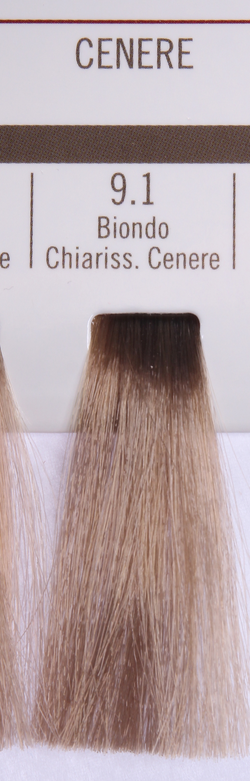 BAREX 9.1 краска для волос / PERMESSE 100млКраски<br>Оттенок: Супер светлый блондин пепельный. Профессиональная крем-краска Permesse отличается низким содержанием аммиака - от 1 до 1,5%. Обеспечивает блестящий и натуральный косметический цвет, 100% покрытие седых волос, идеальное осветление, стойкость и насыщенность цвета до следующего окрашивания. Комплекс сертифицированных органических пептидов M4, входящих в состав, действует с момента нанесения, увлажняя волосы, придавая им прочность и защиту. Пептиды избирательно оседают в самых поврежденных участках волоса, восстанавливая и защищая их. Масло карите оказывает смягчающее и успокаивающее действие. Комплекс пептидов и масло карите стимулируют проникновение пигментов вглубь структуры волоса, придавая им здоровый вид, блеск и долговечность косметическому цвету. Активные ингредиенты:&amp;nbsp;Сертифицированные органические пептиды М4 - пептиды овса, бразильского ореха, сои и пшеницы, объединенные в полифункциональный комплекс, придающий прочность окрашенным волосам, увлажняющий и защищающий их. Сертифицированное органическое масло карите (масло ши) - богато жирными кислотами, экстрагируется из ореха африканского дерева карите. Оказывает смягчающий и целебный эффект на кожу и волосы, широко применяется в косметической индустрии. Масло карите защищает волосы от неблагоприятного воздействия внешней среды, интенсивно увлажняет кожу и волосы, т.к. обладает высокой степенью абсорбции, не забивает поры. Способ применения:&amp;nbsp;Крем-краска готовится в смеси с Молочком-оксигентом Permesse 10/20/30/40 объемов в соотношении 1:1 (например, 50 мл крем-краски + 50 мл молочка-оксигента). Молочко-оксигент работает в сочетании с крем-краской и гарантирует идеальное проявление краски. Тюбик крем-краски Permesse содержит 100 мл продукта, количество, достаточное для 2 полных нанесений. Всегда надевайте подходящие специальные перчатки перед подготовкой и нанесением краски. Подготавливайте смесь крем-краски и молочка-оксигента Permess