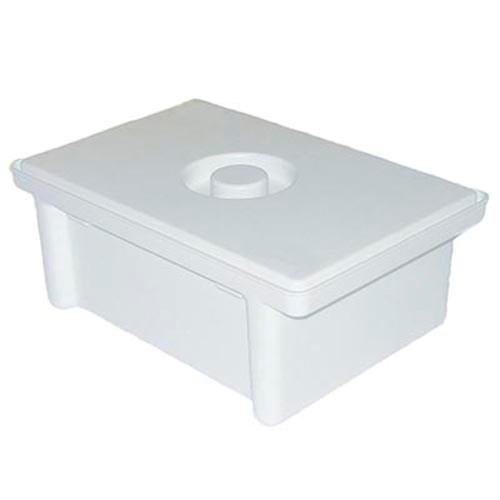 ЧИСТОВЬЕ Ванночка для дезинфекции 1 лКосметологические емкости<br>Ванна/емкость/контейнер для дезинфекции, предстерилизационной очистки и химической стерилизации изделий медицинского назначения, обеззараживания отработанных материалов, медицинских отходов. Емкость-контейнер представляет собой комплект, состоящий из корпуса (непрозрачная полимерная емкость), поддона (перфорированная емкость), предназначенного для погружения инструментария в дезинфицирующий раствор, пластины (гнета) и крышки. Пластина обеспечивает полное погружение обрабатываемых инструментов в дезинфицирующий раствор. Крышка позволяет избежать ингаляционного контакта с дезинфекантом медицинского персонала, что особенно важно при химической стерилизации. Наличие поддона исключает контакт раствора с руками, позволяет создавать активную циркуляцию и самостекание дезинфицирующего раствора. Применение: в лечебно-профилактических учреждениях для работы с дезинфицирующими и моющими средствами, разрешенными в РФ и содержащими наиболее распространенные вещества органической и неорганической природы: глутаровый альдегид, глиоксаль, алкилдиметилбензиламмоний хлорид, активный хлор, ионогенные и неионогенные ПАВ и др. Преимущества в использовании: не оказывается деструктивного воздействия на инструменты; увеличивается срок службы дезраствора; обеспечивается удобство при обработке медицинского инструмента; обеспечивается длительный срок эксплуатации; низкая стоимость. Технические параметры: Полезный объём, литров: 1 Полный обьём, литров: 1,6 Масса, кг: 0,46 кг Габаритные размеры, мм: 223х149х91 Внутренние размеры, мм: 145х112х70 Цвет: белый<br>
