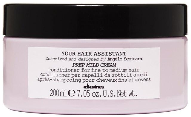 DAVINES SPA Кондиционер мягкий для подготовки волос к укладке / Your Hair Assistant Prep Mild cream 200млКондиционеры<br>Меня всегда завораживал блеск. Мягкий и интенсивный кондиционеры просто великолепны, это настоящая концентрация блеска.  Анджело Семинара. Увлажняющий кондиционер для тонких инормальных волос. Придает эластичность и уплотняет волосы, не перегружая их. Глубоко увлажняет волосы, облегчает процесс расчесывания. Благодаря кремообразной текстуре кондиционер легко наносится и оставляет волосы мягкими, шелковистыми и уплотненными. Без парабенов. Активные ингредиенты: Витамин Е, обладающий сильным антиоксидантным действием, защищает стержень волоса. Способ применения: равномерно нанести небольшое количество продукта на вымытые и подсушенные полотенцем волосы, оставить на 2-3 минуты, расчесать и тщательно смыть теплой водой.<br><br>Объем: 200 мл