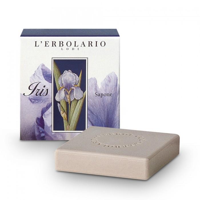 LERBOLARIO Мыло Ирис 100грМыла<br>Обильная мягкая пена, которую дает это мыло, подарит Вашей коже приятное ощущение свежести, благодаря входящим в его состав экстрактам ириса и алтея, и придаст ей чувственный  пыльный  аромат ириса.<br><br>Объем: 100 гр