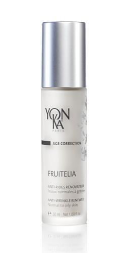 YON KA Крем-эмульсия Fruitelia PNG / AGE CORRECTION 50млЭмульсии<br>Эта нежная эмульсия, легко и быстро проникающая в кожу, оказывает обновляющее действие на эпидермис чрезвычайно мягко и эффективно. Для нормальной и жирной кожи. Способствует отшелушиванию старых клеток. Ускоряет процесс обновления эпидермиса. Осветляет и увлажняет кожу, делает ее более эластичной. Уменьшает количество морщин и их глубину. Активные ингредиенты: 12% экстрактов черники, клена, лимона, сахарного тростника с 2% АНА в их составе, экстракты мимозы, фиалки, протеины сладкого миндаля, масла рисовых отрубей и проростков зерновых, УФ-фильтры. Способ применения: наносить утром на кожу лица и шеи после ее очищения и распыления лосьона Yon-Ka.<br><br>Назначение: Морщины