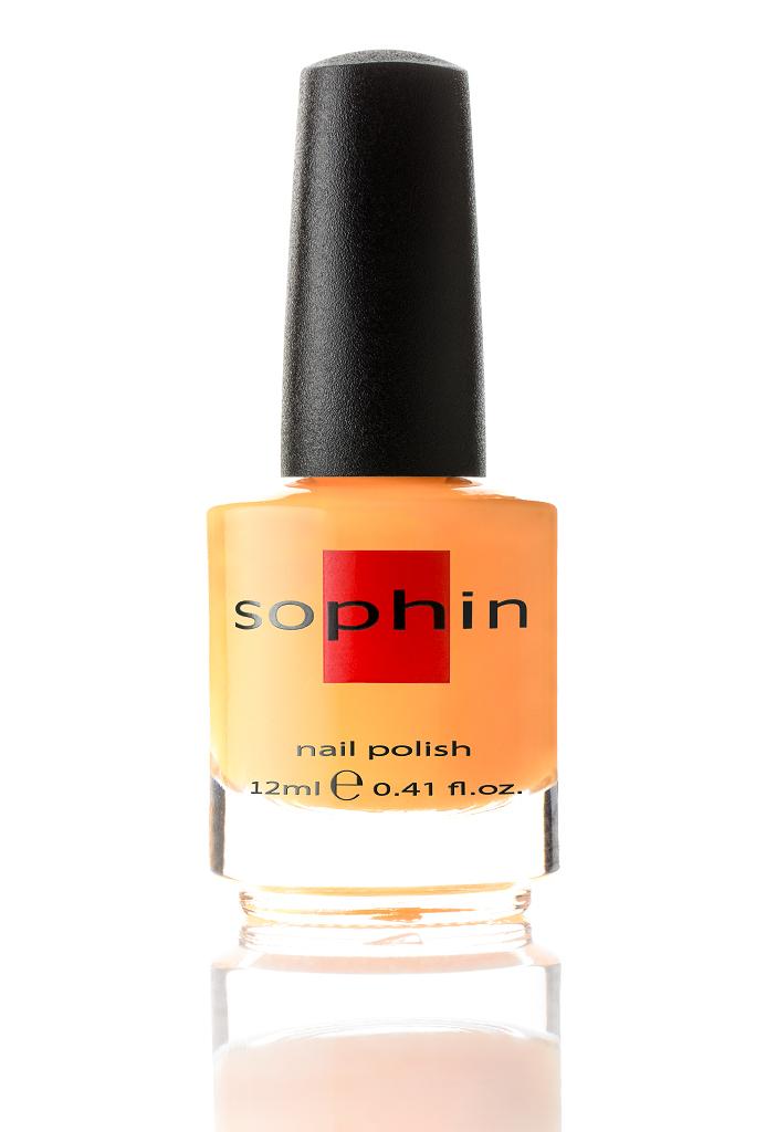 SOPHIN Лак для ногтей, оранжево-желтый крем 12млЛаки<br>Коллекция лаков SOPHIN очень разнообразна и соответствует современным веяньям моды. Огромное количество цветов и оттенков дает возможность создать законченный образ на любой вкус. Удобный колпачок не скользит в руках, что облегчает и позволяет контролировать процесс нанесения лака. Флакон очень эргономичен, лак легко стекает по стенкам сосуда во внутреннюю чашу, что позволяет расходовать его полностью. И что самое главное - форма флакона позволяет сохранять однородность лаков с блестками, глиттером, перламутром. Кисть средней жесткости из натурального волоса обеспечивает легкое, ровное и гладкое нанесение. Big5free! Активные ингредиенты. Состав: ethyl acetate, butyl acetate, nitrocellulose, acetyl tributyl citrate, isopropyl alcohol, adipic acid/neopentyl glycol/trimellitic anhydride copolymer, stearalkonium bentonite, n-butyl alcohol, styrene/acrylates copolymer, silica, benzophenone-1, trimethylpentanedyl dibenzoate, polyvinyl butyral.<br>