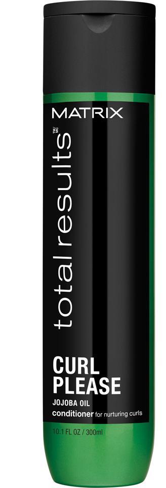 MATRIX Кондиционер для вьющихся волос с маслом жожоба / ТР КЕРЛ ПЛИЗ 300млКондиционеры<br>MATRIX Total Results Curl Кондиционер для вьющихся волос Наполняет влагой. Распутывает и делает локоны более четкими. Технология Anti- Frizz Nutri-Curl с маслом Жожоба и протеинами Пшеницы интенсивно питают волосы. Идеально подходит для вьющихся волос. Контроль, мягкость, питание. Активные ингредиенты: - Масло Жожоба - питательные масла интенсивно увлажняют, способствуют структурированию завитка и добавляют блеск. - Протеины Пшеницы - помогают поддерживать структуру и прибавляют силу каждому завитку. - Potato Starch - создавая природную пленку на волосах, которая разглаживает кутикулу и создает дополнительный контроль над пушистыми и непослушными кудрями. Способ применения: после использования шампуня Curl - нанесите небольшое количество на отжатые полотенцем волосы. Легко массируя, распределить продукт по всей длине и тщательно промыть водой.<br><br>Объем: 300 мл<br>Типы волос: Кудрявые