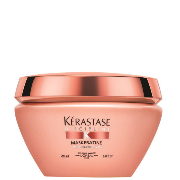KERASTASE Маска для гладкости и лёгкости волос в движении/ Маскератин 200млМаски<br>Окутанное восхитительной кремовой текстурой маски Mask ratine, волокно волоса преобразуется. После того, как уход смыт, волосы становятся эластичными и послушными, значительно облегчая процесс укладки. В основе формулы - ультра разглаживающий полимер в сочетании с измененным крахмалом. Вместе 2 компонента обеспечивают не только разглаживание поверхности волос, но и косметический уход. Высокая концентрация липидных агентов данного продукта позволяет восстановить глубоко повреждённые волосы. Увеличенная концентрация смягчающих компонентов придает невероятную мягкость волосам. Активные ингредиенты: в основе формулы - ультра разглаживающий полимер в сочетании с измененнным крахмалом. Вместе 2 компонента обеспечивают не только разглаживание поверхности волос, но и косметический уход. Высокая концентрация липидных агентов данного продукта позволяет восстановить глубоко повреждённые волосы. Увеличенная концентрация смягчающих компонентов придает невероятную мягкость волосам. Способ применения: наносить после шампунь-ванны Fluidealiste на вымытые, отжатые полотенцем волосы небольшое количество молочка, отступая от корней не менее 2-3 см., и уделяя особое внимание волосам по длине и на кончиках. Массирующими движениями наносить средство, затем оставив для воздействия на 5-10 минут. Далее смыть водой. Рекомендовано для нормальных и толстых волос.<br><br>Вид средства для волос: Разглаживающий<br>Класс косметики: Косметическая<br>Назначение: Секущиеся кончики