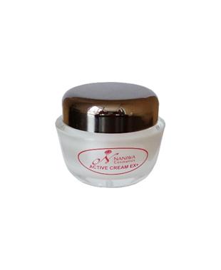NANIWA Крем д/лица с липосомальными нанокапсулами для омоложения и оздоровления кожи/Active cream EX+ 30млКремы<br>Высокоактивный крем дает хорошие результаты в омоложении кожи лица и шеи. Он содержит дексол A   новейший активный ингредиент   производное витамина А, способствующий разглаживанию старых и предупреждению (замедлению) образования новых морщин. После 8-12 недель пользования кремом наблюдается: 1) улучшение микрорельефа кожи, сглаживание морщин; 2) повышение упругости и тонуса кожи; 3) осветление и выравнивание текстуры. Важно отметить, что в первые 4-5 дней наблюдается шелушение, повышенная чувствительность и сухость кожи. Затем эти явления проходят. Если же они нежелательны или причиняют дискомфорт, следует уменьшить количество применяемого препарата, использовать его через 1-2 дня, либо наносить только на проблемные зоны. Активные ингредиенты.&amp;nbsp;Состав: вода, цетеарил октаноат, минеральное масло, полиглицерил-3-олеат, глицерин, петролатум, сульфат магния, гидрогенизированное касторовое масло, микрокристаллический воск, диметикон, метилпарабен, пропилпарабен, лимонная кислота, ретинол пальмитат (вит. А), дексол-А, токоферола ацетат (витамин Е), аскорбиновая кислота (витамин С). Способ применения:&amp;nbsp; наносить вечером тонким слоем на чистую и сухую кожу лица. Не приближаться очень близко к внешним уголкам глаз и уголкам рта. Для улучшения эффекта осветления рекомендуем сочетать с осветляющими препаратами серии  Pigment Control  или сывороткой  Vita C Clear Active Serum . Крем наносится на осветляющие препараты. Днем обязателен крем с солнцезащитным эффектом SPF-15.<br><br>Объем: 30 мл<br>Назначение: Морщины