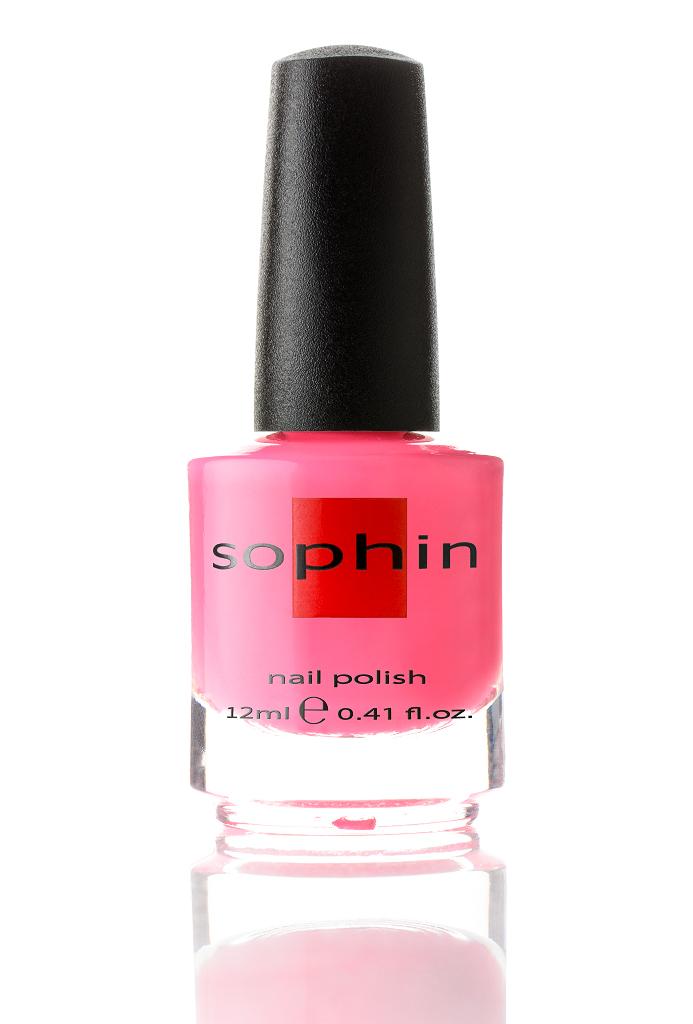 SOPHIN Лак для ногтей, ярко-розовый крем 12млЛаки<br>Коллекция лаков SOPHIN очень разнообразна и соответствует современным веяньям моды. Огромное количество цветов и оттенков дает возможность создать законченный образ на любой вкус. Удобный колпачок не скользит в руках, что облегчает и позволяет контролировать процесс нанесения лака. Флакон очень эргономичен, лак легко стекает по стенкам сосуда во внутреннюю чашу, что позволяет расходовать его полностью. И что самое главное - форма флакона позволяет сохранять однородность лаков с блестками, глиттером, перламутром. Кисть средней жесткости из натурального волоса обеспечивает легкое, ровное и гладкое нанесение. Big5free! Активные ингредиенты. Состав: ethyl acetate, butyl acetate, nitrocellulose, acetyl tributyl citrate, isopropyl alcohol, adipic acid/neopentyl glycol/trimellitic anhydride copolymer, stearalkonium bentonite, n-butyl alcohol, styrene/acrylates copolymer, silica, benzophenone-1, trimethylpentanedyl dibenzoate, polyvinyl butyral.<br><br>Цвет: Розовые