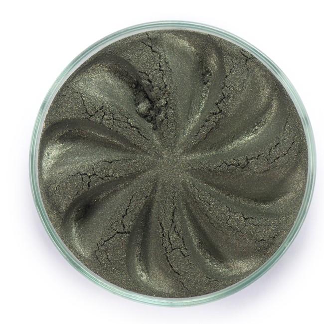 ERA MINERALS Тени минеральные J37 / Mineral Eyeshadow, Jewel 1 грТени<br>Тени для век Jewel обеспечивают комплексное покрытие, своим сиянием напоминающее как глубину, так и лучезарный блеск драгоценного камня. Текстура теней содержит в себе цвет-основу с содержанием крошечных мерцающих частиц, превосходно сочетающихся с основным цветом. Сильные и яркие минеральные пигменты&amp;nbsp; Можно наносить как влажным, так и сухим способом&amp;nbsp; Без отдушек и содержания масел, для всех типов кожи&amp;nbsp; Дерматологически протестировано, не аллергенно&amp;nbsp; Не тестировано на животных&amp;nbsp; Активные ингредиенты: слюда, нитрид бора, миристат магния, диоксид кремния, алюмоборосиликат. Может содержать: стеарат магния, кармин, каолин, ультрамарин, зеленый оксид хрома, берлинская лазурь, оксиды железа, фиолетовый марганец, оксид титана, диоксид титана. Способ применения: Поместите небольшое количество минеральных теней в крышку от контейнера или на палитру для косметики.&amp;nbsp; Наберите средство, используя одну из наших кистей для бровей и ресниц.&amp;nbsp; Чтобы избежать осыпания, не набирайте на кисть слишком большое количество теней.&amp;nbsp; Нанесите тени четкими короткими штрихами, заполняя редкие зоны линии бровей.&amp;nbsp; Наносите тени в обратную от роста волос сторону, затем пригладьте по направлению роста волос.&amp;nbsp; Для получения четкой тонкой линии наносите влажной кистью, а для мягкого эффекта - сухой.&amp;nbsp; Если вы используете пробные образцы, будет удобный, если насыпать небольшое количество минеральных теней на палитру для косметики или небольшую тарелочку, чтобы было проще заполнить ворсинки кисти.<br><br>Объем: 1 гр