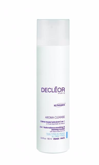 DECLEOR Крем-мусс сияющий / HYDRA FLORAL NEROLI 100млКремы<br>Насыщенный шелковистый крем, при контакте с водой превращается в легкую пену. Мягко очищает, одновременно улучшая и выравнивая цвет лица, способствует удержанию влаги. Decleor 3 in 1 Hydra-Radiance Smoothing and Cleansing Mousse   крем-мусс для очищения и увлажнения кожи всех типов. Это косметическое средство действует сразу в трех направлениях: деликатно очищает кожу, увлажняет ее и придает здоровое сияние. После применения средства завершается первый этап подготовки к основному косметическому уходу. Крем-мусс Decleor 3 in 1 Hydra-Radiance Smoothing and Cleansing Mousse предназначен для ухода за кожей лица и шеи. Насыщенная шелковистая текстура крема со свежим ароматом при контакте с водой превращается в нежную пенку, которая легко смывается теплой водой. РЕЗУЛЬТАТ: пенка удаляет слой загрязнений, придающий коже тусклый оттенок. Активные ингредиенты: экстракт папайи обеспечивает отшелушивающее действие, осветляет и улучшает структуру кожи. Эфирное масло нероли стимулирует восстановление кожи и предотвращает ее обезвоживание. Гиалуроновая кислота интенсивно увлажняет кожу и защищает от потерь влаги. Экстракт зеленого чая является антиоксидантом и предохраняет кожу от воздействия свободных радикалов. Кроме того, формула крема-мусса не содержит парабенов, благодаря чему он подходит для ухода за самой чувствительной кожей. Способ применения: нанесите небольшое количество крем-мусса круговыми движениями на влажную кожу лица и шеи. Тщательно смойте водой, затем используйте лосьон по типу кожи.<br><br>Объем: 100 мл