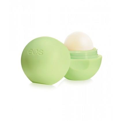 EOS Бальзам для губ Мускатная дыня / Eos Smooth Sphere Lip Balm Honeysuckle Honeydew 7грБальзамы для губ<br>Бальзам для губ EOS (Evolution Of Smooth) - отличный выбор для практичной и оригинальной девушки. Необычное оформление товара, которое позволяет с лёгкостью наносить бальзам даже при ходьбе, сразу привлекает внимание. А мягкая и шелковистая на ощупь поверхность при первом прикосновении оставляет незабываемые положительные впечатления. Американский производитель позаботился об интересах всех клиентов. Каждый утонченный вкус может найти свой аромат: фрукты или мята, лимон или сорбет клубники, а может вкусные и полезные плоды жимолости?! Действие: минеральные вещества, которые содержит блеск не только качественно увлажняют губы, но и наполняют их витаминами. Цветочные и фруктовые экстракты обладают противовоспалительным действием, что положительно влияет на сохранность здоровья - укрепляется кожа, губы менее подвержены действию сильного ветра, трещинам и раздражению, которое создает дискомфорт. Бальзам обеспечивает защиту нежной кожи даже в самую холодную пору года, при этом, не теряя свой мерцающий эффект. Активные ингредиенты: масло жожоба, кокосовое масло, экстракт семян дыни. Способ применения: наносите бальзам непосредственно на губы несколько раз на протяжении всего дня. Рекомендуется для сухой или чрезмерно чувствительно кожи. Эффект заметен уже сразу.<br><br>Вид средства для лица: Кокосовое