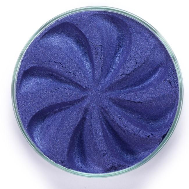 ERA MINERALS Тени минеральные J28 / Mineral Eyeshadow, Jewel 1 грТени<br>Тени для век Jewel обеспечивают комплексное покрытие, своим сиянием напоминающее как глубину, так и лучезарный блеск драгоценного камня. Текстура теней содержит в себе цвет-основу с содержанием крошечных мерцающих частиц, превосходно сочетающихся с основным цветом. Сильные и яркие минеральные пигменты&amp;nbsp; Можно наносить как влажным, так и сухим способом&amp;nbsp; Без отдушек и содержания масел, для всех типов кожи&amp;nbsp; Дерматологически протестировано, не аллергенно&amp;nbsp; Не тестировано на животных&amp;nbsp; Активные ингредиенты: слюда, нитрид бора, миристат магния, диоксид кремния, алюмоборосиликат. Может содержать: стеарат магния, кармин, каолин, ультрамарин, зеленый оксид хрома, берлинская лазурь, оксиды железа, фиолетовый марганец, оксид титана, диоксид титана. Способ применения: Поместите небольшое количество минеральных теней в крышку от контейнера или на палитру для косметики.&amp;nbsp; Наберите средство, используя одну из наших кистей для бровей и ресниц.&amp;nbsp; Чтобы избежать осыпания, не набирайте на кисть слишком большое количество теней.&amp;nbsp; Нанесите тени четкими короткими штрихами, заполняя редкие зоны линии бровей.&amp;nbsp; Наносите тени в обратную от роста волос сторону, затем пригладьте по направлению роста волос.&amp;nbsp; Для получения четкой тонкой линии наносите влажной кистью, а для мягкого эффекта - сухой.&amp;nbsp; Если вы используете пробные образцы, будет удобный, если насыпать небольшое количество минеральных теней на палитру для косметики или небольшую тарелочку, чтобы было проще заполнить ворсинки кисти.<br><br>Объем: 1 гр