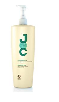 BAREX Шампунь для частого использования Лечебные травы / JOC CARE 1000млШампуни<br>Деликатно очищает, не нарушая натуральный баланс кожи головы и волос. В состав шампуня входят экстракты лекарственных растений, в том числе экстракт мальвы, тысячелистника и хвоща, которые обладают увлажняющими, вяжущими и минерализирующими свойствами. Шампунь питает волосы, придает им эластичность, мягкость, послушность и легкость расчесывания. Способ применения: нанести на влажные волосы, вспенить, затем смыть теплой водой, при необходимости повторить процедуру.<br><br>Объем: 1000 мл<br>Класс косметики: Лечебная<br>Типы волос: Для всех типов