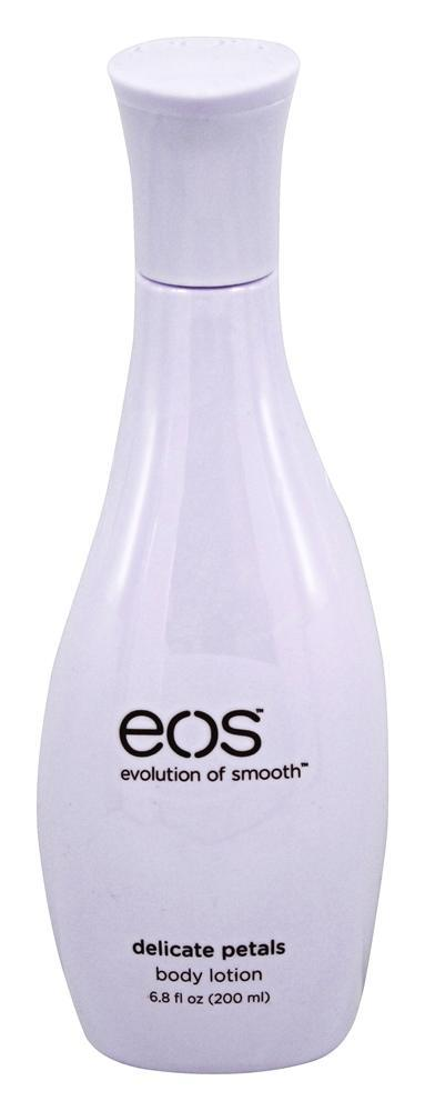 EOS Крем-лосьон для тела легкий с цветочным ароматом / Eos Body Lotion Delicate Pearls 200млКремы<br>Наше тело требует дополнительной заботы и ухода. Лучшим способом будет купить лосьон для тела, которые увлажняет и придает мягкость. Один из отличных вариантов   лосьон для тела от компании EOS. Использование этого косметического средства порадует кожу на Вашем теле, подарит чувство увлажнения и мягкость на 24 часа. Данный лосьон является новой разработкой специалистов компании, который является на 90% натуральным и абсолютно безопасным для кожи. Рекомендуем купить этот лосьон для тела экстра увлажняющего типа, способного быстро и легко впитываться в кожный покров, даря ощущение легкости. Косметическое средство обладает легким ненавязчивым ароматом, с освежающими нотками. При нанесении средства Вы не будете ощущать липкость на теле, наоборот лосьон отличается легкой, воздушной консистенцией, позволяющей наносить небольшое количество косметического средства на большие участки кожи. Так же отличительная черта этого лосьона   его не жирность. Регулярное использование лосьона позволит Вашей коже стать мягкой и бархатистой на ощупь, наполниться влагой и вернуть прежний тонус. Активные ингредиенты: в составе лосьона есть такие натуральные компоненты, как масло Ши (увлажняющий эффект), масло макадамии, дополненные соком алоэ вера, экстрактом овсяных хлопьев и большим количеством антиоксидантов с витаминами С и Е. Из состава исключены парабены и минеральные масла. Перед выпуском на рынки продукт был протестирован дерматолагами. Способ применения: после принятия душа на сухое и чистое тело необходимо нанести небольшое количество средства, тщательно растереть по массажным линиям до полного впитывания. Особое внимание уделите проблемным зонам.<br><br>Тип: Крем-лосьон<br>Время применения: 24 часа