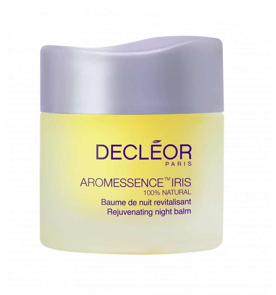 DECLEOR Бальзам омолаживающий ночной Ирис / PROLAGENE LIFT IRIS 15 млБальзамы<br>100% натуральный омолаживающий ночной бальзам для интенсивного восстановления кожи. Этот нежный бальзам устраняет видимые возрастные изменения, борется с признаками старения, активизирует клеточный обмен и регенерацию, стимулирует выработку коллагена и эластина. Тусклость, обезвоженность кожи и морщины   это последствия неправильного ухода за эпидермисом и возрастных изменений кожного покрова. Чтобы за короткий срок вернуть коже былое здоровье, нужно использовать мощные косметические средства. Ночной бальзам Decleor Aromessence Mandarine Smoothing Night Balm сочетает в себе природные ингредиенты, которые интенсивно воздействуют на эпидермис. Их активное влияние и реконструкционный режим организма, включающийся в ночное время суток, позволяют не только улучшить вид кожи лица, но и оздоровить её изнутри. Бальзам Деклеор Мандарин разработан для дам возраста 30+. РЕЗУЛЬТАТ: питает, смягчает и успокаивает, препятствует обезвоживанию, защищает от свободных радикалов. Утром кожа выглядит более гладой и полной энергии. Состояние кожи заметно улучшается. Активные ингредиенты: в формулу разглаживающего бальзама Decleor входят масла мандарина, апельсина, ши, энотеры и купуасу. Эти компоненты регенерируют клетки эпидермиса и регулируют его гидрофитный баланс. Ши и энотера смягчают кожный покров и разглаживают шероховатости кожи и морщинки. Апельсин и мандарин освежают, отбеливают кожу и стимулируют её иммунные функции. В свою очередь купуасу способствует удержанию влаги в эпидермисе. Способ применения: горошину бальзама разогрейте в ладонях, вдохните аромат и нанесите на лицо, шею и декольте легкими помпажными движениями. Подходит для всех типов кожи в качестве антивозрастного средства и профилактики старения кожи.<br><br>Объем: 15 мл