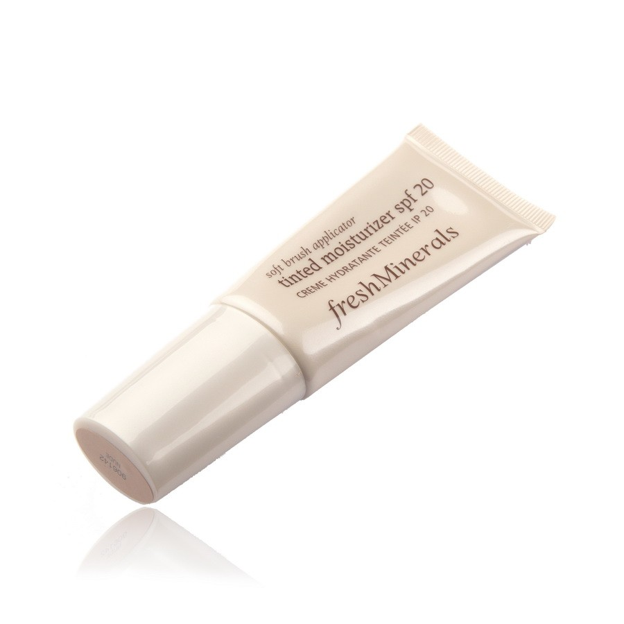 FRESH MINERALS Крем увлажняющий с тональным эффектом Natural SPF20 / Tinted Moisturizer 40млТональные основы<br>Данный продукт сочетает в себе свойства увлажняющего и тонального кремов. Легкий тональный эффект позволяет придать коже желаемый оттенок. При этом поверхность кожи выравнивается и увлажняется благодаря специальным натуральным компонентам, входящим в его состав. freshMinerals с SPF20   лучшая защита от негативного воздействия ультрафиолета. Пять оттенков цветовой палитры позволяют подобрать оптимальный вариант для каждой женщины.<br><br>Назначение: Сухость