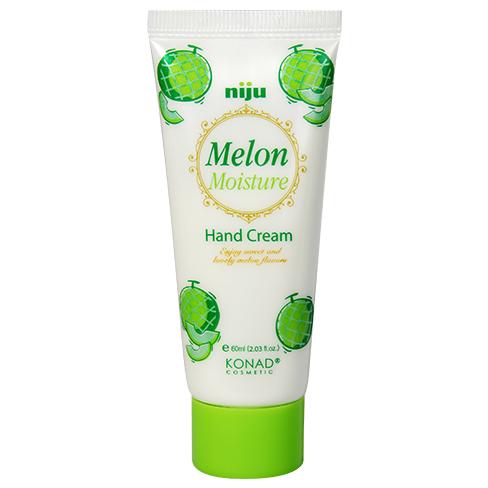 KONAD Крем для рук увлажняющий Дыня / niju Moisture 60млКремы<br>Великолепный натуральный аромат дыни! Удобный и небольшой крем для путешествий. Предотвращает сухость и увлажняет кожу рук, что делает её гладкой и шелковистой. Содержит оливковое масло и природный экстракт дыни. Особенно полезен для грубой и сухой кожи . Масло ши образует защитный слой на сухих руках, ускоряет метаболизм кожи , предотвращает от потери воды. Оливковое массло придает эффект отбеливания и антивозрастной эффект. Экстракт дыни снижает выработку меланина, благодаря вита мину Е, полезен для кожи атиоксидантами, которые смягчают и сохраняют кожу рук увлажненной. Сохраняйте Вашу кожу увлажненной и упругой! Результат: крем для рук КОНАД Дыня - это мощное увлажнение и питание для кожи рук. Вас порадует приятный аромат дыни, который совсем не похож на запахи искусственных ароматизаторов. Питает кожу всеми необходимыми компонентами для профессионального ухода за руками. Активные ингредиенты: пчелиный воск, масло ши, оливковое масло, экстракт дыни. Способ применения: используйте этот крем каждый день , когда Вы почувствуете сухость рук. Нанесите необходимое количество крема на ладони, и аккуратно втирайте.<br><br>Объем: 60 мл