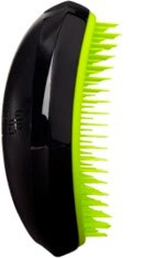 TANGLE TEEZER Расческа желтая / Tangle Teezer Salon Elite Highlighter Collection YellowРасчески<br>Профессиональная распутывающая расческа Tangle Teezer идеально подходит для всех типов волос. Оригинальная форма зубчиков обеспечивает двойное действие и позволяет быстро, бережно и безболезненно расчесать влажные и сухие волосы. Благодаря эргономичному дизайну, расчёску удобно держать в руках, не опасаясь выскальзывания. Активные ингредиенты. Состав: гипоаллергенный пластик. Лимонный цвет зубчиков расчески Tangle Teezer Salon Elite Neon создают яркий контраст на фоне лаконичного чёрного корпуса. Новые расчёски Tangle Teezer Salon Elite Neon: подходят для любого типа;&amp;nbsp; можно расчёсывать волосы можно от самых корней и до кончиков;&amp;nbsp; легко справится со спутанными и волнистыми волосами;&amp;nbsp; предупреждает сечение кончиков;&amp;nbsp; делает волосы шелковистыми и блестящими. Способ применения: можно применять как на влажных, так и на сухих волосах.<br>