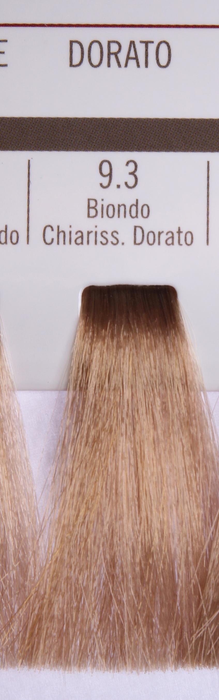 BAREX 9.3 краска для волос / PERMESSE 100млКраски и корректоры<br>Оттенок: Супер светлый блондин золотистый. Профессиональная крем-краска Permesse отличается низким содержанием аммиака - от 1 до 1,5%. Обеспечивает блестящий и натуральный косметический цвет, 100% покрытие седых волос, идеальное осветление, стойкость и насыщенность цвета до следующего окрашивания. Комплекс сертифицированных органических пептидов M4, входящих в состав, действует с момента нанесения, увлажняя волосы, придавая им прочность и защиту. Пептиды избирательно оседают в самых поврежденных участках волоса, восстанавливая и защищая их. Масло карите оказывает смягчающее и успокаивающее действие. Комплекс пептидов и масло карите стимулируют проникновение пигментов вглубь структуры волоса, придавая им здоровый вид, блеск и долговечность косметическому цвету. Активные ингредиенты:&amp;nbsp;Сертифицированные органические пептиды М4 - пептиды овса, бразильского ореха, сои и пшеницы, объединенные в полифункциональный комплекс, придающий прочность окрашенным волосам, увлажняющий и защищающий их. Сертифицированное органическое масло карите (масло ши) - богато жирными кислотами, экстрагируется из ореха африканского дерева карите. Оказывает смягчающий и целебный эффект на кожу и волосы, широко применяется в косметической индустрии. Масло карите защищает волосы от неблагоприятного воздействия внешней среды, интенсивно увлажняет кожу и волосы, т.к. обладает высокой степенью абсорбции, не забивает поры. Способ применения:&amp;nbsp;Крем-краска готовится в смеси с Молочком-оксигентом Permesse 10/20/30/40 объемов в соотношении 1:1 (например, 50 мл крем-краски + 50 мл молочка-оксигента). Молочко-оксигент работает в сочетании с крем-краской и гарантирует идеальное проявление краски. Тюбик крем-краски Permesse содержит 100 мл продукта, количество, достаточное для 2 полных нанесений. Всегда надевайте подходящие специальные перчатки перед подготовкой и нанесением краски. Подготавливайте смесь крем-краски и молочка-окс