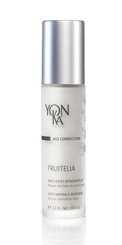 YON KA Крем-эмульсия Fruitelia PS / AGE CORRECTION 50млЭмульсии<br>Эта нежная эмульсия, легко и быстро проникающая в кожу, оказывает обновляющее действие на эпидермис чрезвычайно мягко и эффективно. Для сухой и чувствительной кожи. Способствует отшелушиванию старых клеток. Ускоряет процесс обновления эпидермиса. Осветляет и увлажняет кожу, делает ее более эластичной. Уменьшает количество морщин и их глубину. Активные ингредиенты: 12% экстрактов черники, клена, лимона, сахарного тростника с 2% АНА в их составе, экстракты мимозы, календулы, протеины сладкого миндаля, масла рисовых отрубей и проростков зерновых, УФ-фильтры. Способ применения: наносить утром на кожу лица и шеи после ее очищения и распыления лосьона Yon-Ka.<br><br>Назначение: Морщины