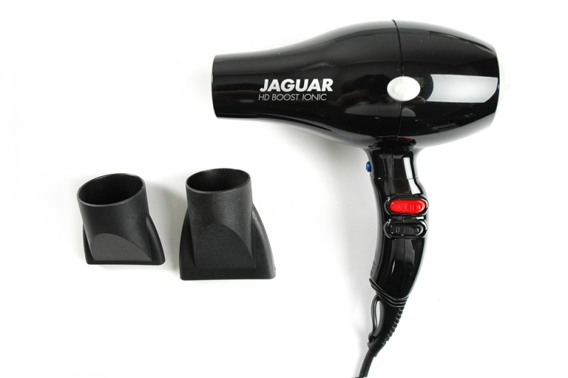 JAGUAR Фен Jaguar HD BOOST IONIC 2200WФены<br>Профессиональный фен  HD BOOST IONIC  made in Italy. Мощность 2000-2200W;&amp;nbsp; Оснащён генератором ионов;&amp;nbsp; 2 скоростных и 4 температурных режима;&amp;nbsp; Кнопка моментального охлаждения воздуха;&amp;nbsp; Мотор переменного тока ;&amp;nbsp; В комплекте 2 насадки (60мм и 72 мм);&amp;nbsp; Вес 570 г.;&amp;nbsp; Длина шнура 2,80 метра.<br>