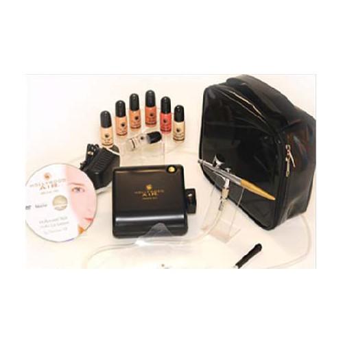 HOLLYWOOD AIR Набор для аэромакияжа с косметикой, в коробкеТональные основы<br>Макияж по технологии Air makeup - это распыление с помощью воздушного компрессора и аэрографа специальной косметики, которая легко ложится на кожу, дружественна коже, т.к. состоит из натуральных компонентов, создавая безупречный цвет лица. Распыленные микроскопические частички косметики, покрывающие кожу, выглядят более естественно, чем обычная косметика. Так как обычные средства наносятся вручную и нередко, подчеркивают поры. Аэромакияж делает поры менее заметными и в то же время позволяет коже дышать. Аэромакияж позволяет скрыть: синяки, родимые пятна, неровный загар, красные угри, псориаз, лейкодерму, татуировки, шрамы и даже веснушки полностью маскируются или становятся менее заметными. Подходит аэрография женщинам любого возраста. Еще одной отличительной особенностью такого макияжа является то, что поры становятся менее заметными, и в то же время позволяют коже дышать. Обычные основы для макияжа часто бывают заметны на лице. Аэромакияж покрывает лицо легкой, едва заметной  вуалью , создавая ощущение, как будто Ваше лицо свободно от макияжа. Все это потому, что косметика распыляется на кожу, и естественный оттенок Вашей кожи при этом остается неизменным. Кроме того, можно подобрать ту смесь оттенков основ для макияжа, которая Вам больше всего подходит. Результат просто потрясающий - макияж выглядит абсолютно естественно, и все недостатки кожи хорошо замаскированы. Распылять можно специально изготовленные тональные основы, румяна и тени для век различных оттенков. Аэромакияж можно наносить на все лицо и/или только тональную основу. Также можно наносить румяна и тени как обычным способом так и при помощи аэрографа. При этом макияж нанесенный с помощью аэрографа наноситься в 3 раза быстрее, чем обычным способом. Так как данный вид макияжа водостойкий, потовые выделения и слезы больше не являются проблемой для макияжа. Попавшую на кожу влагу можно просто промокнуть салфеткой, и макияж ост