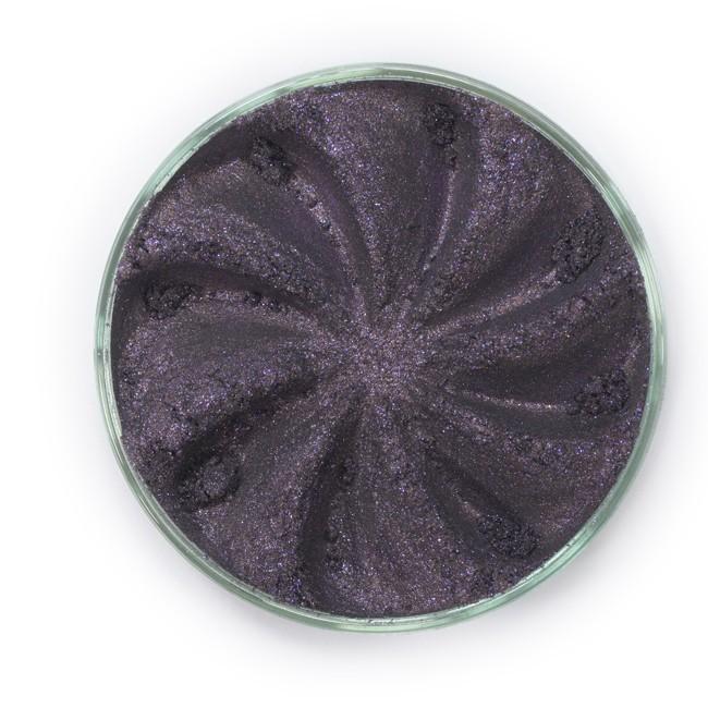 ERA MINERALS Тени минеральные F44 / Mineral Eyeshadow, Frost 1 грТени<br>Тени для век Frost в своем покрытии и исполнении варьируются от мерцающих и морозных до ослепляющих словно блеск снежного кристалла. Яркие, уникальные и многоуровневые оттенки этой формулы с неотразимым эффектом прерывистого света подчеркнут красоту любых глаз. Сильные и яркие минеральные пигменты&amp;nbsp; Можно наносить как влажным, так и сухим способом&amp;nbsp; Без отдушек и содержания масел, для всех типов кожи&amp;nbsp; Дерматологически протестировано, не аллергенно&amp;nbsp; Не тестировано на животных&amp;nbsp; Активные ингредиенты: слюда, нитрид бора, миристат магния, диоксид кремния, алюмоборосиликат. Может содержать: стеарат магния, кармин, каолин, ультрамарин, зеленый оксид хрома, берлинская лазурь, оксиды железа, фиолетовый марганец, оксид титана, диоксид титана. Способ применения: Поместите небольшое количество минеральных теней в крышку от контейнера или на палитру для косметики.&amp;nbsp; Наберите средство, используя одну из наших кистей для бровей и ресниц.&amp;nbsp; Чтобы избежать осыпания, не набирайте на кисть слишком большое количество теней.&amp;nbsp; Нанесите тени четкими короткими штрихами, заполняя редкие зоны линии бровей.&amp;nbsp; Наносите тени в обратную от роста волос сторону, затем пригладьте по направлению роста волос.&amp;nbsp; Для получения четкой тонкой линии наносите влажной кистью, а для мягкого эффекта - сухой.&amp;nbsp; Если вы используете пробные образцы, будет удобный, если насыпать небольшое количество минеральных теней на палитру для косметики или небольшую тарелочку, чтобы было проще заполнить ворсинки кисти.<br><br>Объем: 1 гр