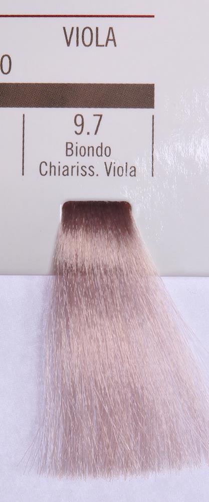 BAREX 9.7 краска для волос / PERMESSE 100млКраски<br>Оттенок: Супер светлый блондин фиолетовый. Профессиональная крем-краска Permesse отличается низким содержанием аммиака - от 1 до 1,5%. Обеспечивает блестящий и натуральный косметический цвет, 100% покрытие седых волос, идеальное осветление, стойкость и насыщенность цвета до следующего окрашивания. Комплекс сертифицированных органических пептидов M4, входящих в состав, действует с момента нанесения, увлажняя волосы, придавая им прочность и защиту. Пептиды избирательно оседают в самых поврежденных участках волоса, восстанавливая и защищая их. Масло карите оказывает смягчающее и успокаивающее действие. Комплекс пептидов и масло карите стимулируют проникновение пигментов вглубь структуры волоса, придавая им здоровый вид, блеск и долговечность косметическому цвету. Активные ингредиенты:&amp;nbsp;Сертифицированные органические пептиды М4 - пептиды овса, бразильского ореха, сои и пшеницы, объединенные в полифункциональный комплекс, придающий прочность окрашенным волосам, увлажняющий и защищающий их. Сертифицированное органическое масло карите (масло ши) - богато жирными кислотами, экстрагируется из ореха африканского дерева карите. Оказывает смягчающий и целебный эффект на кожу и волосы, широко применяется в косметической индустрии. Масло карите защищает волосы от неблагоприятного воздействия внешней среды, интенсивно увлажняет кожу и волосы, т.к. обладает высокой степенью абсорбции, не забивает поры. Способ применения:&amp;nbsp;Крем-краска готовится в смеси с Молочком-оксигентом Permesse 10/20/30/40 объемов в соотношении 1:1 (например, 50 мл крем-краски + 50 мл молочка-оксигента). Молочко-оксигент работает в сочетании с крем-краской и гарантирует идеальное проявление краски. Тюбик крем-краски Permesse содержит 100 мл продукта, количество, достаточное для 2 полных нанесений. Всегда надевайте подходящие специальные перчатки перед подготовкой и нанесением краски. Подготавливайте смесь крем-краски и молочка-оксигента Permes