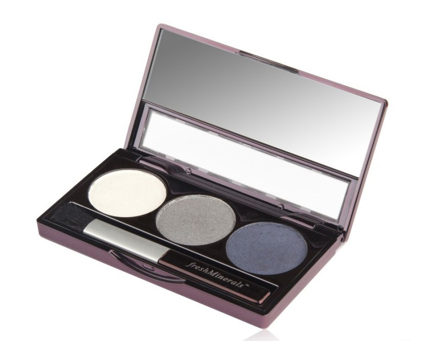 FRESH MINERALS Тени трехцветные для век Urban Rain / Mineral Triple Eyeshadow 4,25грТени<br>Сочетают в себе три отлично сочетающихся между собой оттенка, позволяющих создать идеальный макияж глаз. Мягкая текстура теней обеспечивает легкое нанесение и стойкий эффект. Трехцветные тени для век можно наносить на все веко или как контур. Каждый из трех оттенков теней отлично смотрится как отдельно, так и в сочетании. Тени от freshMinerals подходят для чувствительных глаз, в их состав не входят масла, ароматизаторы и тальк.<br>