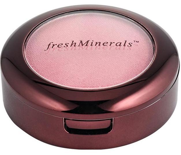 FRESH MINERALS Румяна компактные Santa Fe / Mineral Pressed Blush 5грРумяна<br>Компактные румяна freshMinerals изготовлены из экологически чистых и натуральных компонентов, позволяющих использовать ее даже обладательницам чувствительной кожи. Мягкая текстура, легкое нанесение и потрясающий результат   это румяна freshMinerals. Вы можете не только подобрать подходящий тон, но и смешать несколько тонов для достижения желаемого результата. Компактные румяна помогут создать неповторимый образ, как дневной рабочий, так и вечерний. Способ применения: совет визажиста: используйте холодные натуральные оттенки румян для коррекции формы лица, затемняя скулы.<br>