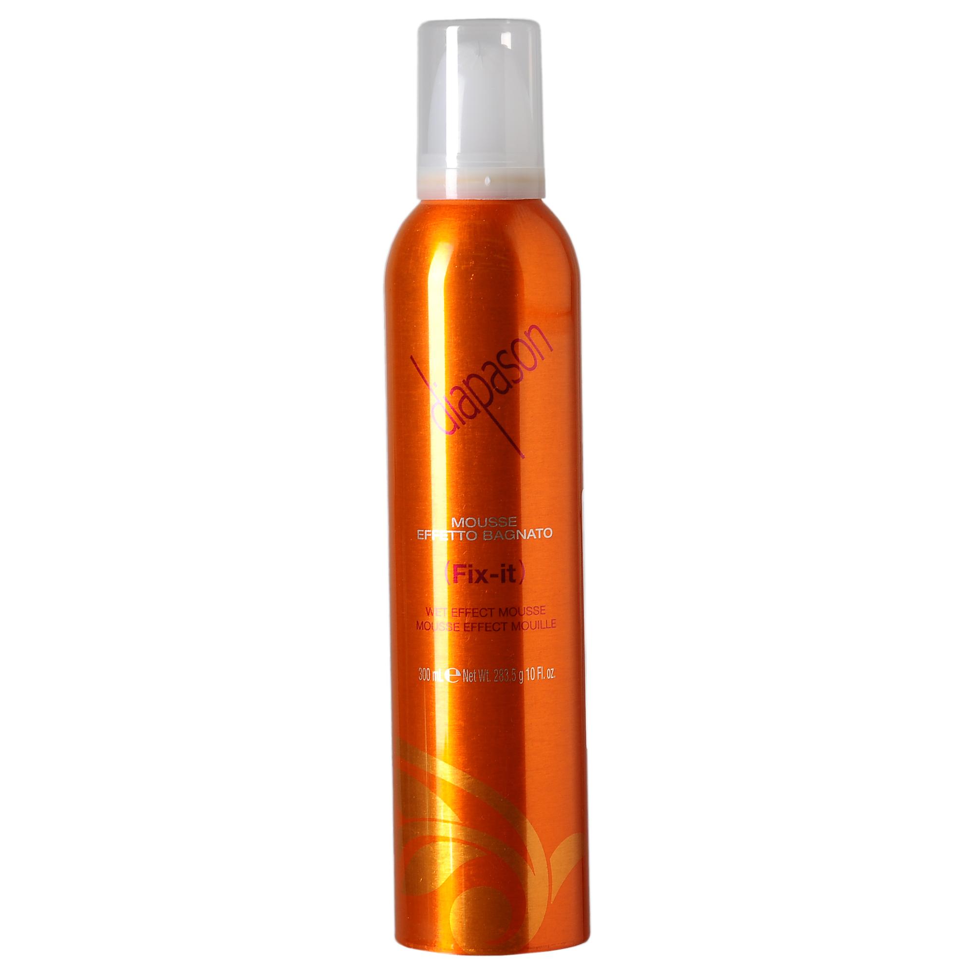 LISAP MILANO Мусс для укладки волос сильной фиксации / Diapason Wet Effect Mousse 300млМуссы<br>Мусс для укладки Diapason LISAP. Отлично подойдет для кудрявых волос. Хорошо формирует локон. Мусс для волос с эффектом мокрых волос. Защищает волосы, оставляя их блестящимим и шелковистыми придает мокрый эффект оканчивая стайлинг. Также идеален для создания блека, щелковистости и фиксации волос при укладки феном. Способ применения: хорошо встряхнуть и распределить небольшое количество продукта на волосы перед укладкой<br><br>Объем: 300 мл