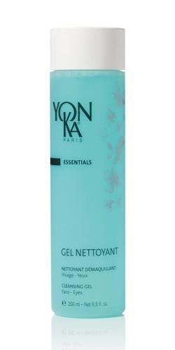 YON KA Гель очищающий Gel Nettoyant / ESSENTIALS 200млГели<br>Этот нежный гель образует легкую воздушную пену, которая эффективно очищает лицо, губы, веки и ресницы. Оставляет кожу свежей и увлажненной. Обладает противовоспалительным действием. Активные ингредиенты: экстракты ириса, лицеи кубебы, красных морских водорослей, очищающие вещества растительного происхождения. Способ применения: использовать утром и вечером. С помощью круговых движений нанести небольшое количество препарата на влажную кожу. Смыть теплой водой, затем высушить поверхность кожи и распылить лосьон Yon-Ka.<br>