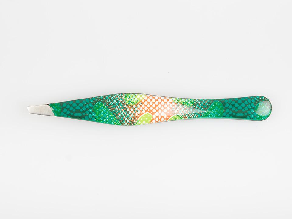 ZINGER Пинцет цветной Зеленая змея эмаль / zp-5311-D116V, ZPПинцеты<br>Профессиональный пинцет. Лезвие расположено под углом в 45 гр. Ручная заточка, имеет покрытие inox - сталь защищенная от химического воздействия. Нанесено цветное эмалевое покрытие, абстракция (зеленая змея). Размеры: ширина лезвия 0,3 см., общий 9,5 см.<br>