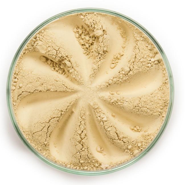 ERA MINERALS Корректор минеральный 102 / Mineral Corrector, Full Cover 1 грКорректоры<br>Консилер Conceal - подстраивающаяся формула с полным покрытием и матирующим эффектом идеально подходит для точечной корректировки таких несовершенств кожи, как родинки, веснушки и акне. Для получения лучшего результата используйте тон, приближенный к цвету вашей кожи, и только на проблемной области, чтобы ваш макияж не выглядел слишком тяжелым. Без отдушек и масел, для всех типов кожи&amp;nbsp; Некомедогенно, не блокирует поры&amp;nbsp; Состоит из неактивных минералов, не способствует развитию бактерий&amp;nbsp; Не тестировано на животных С минеральным консилером и корректором вы можете забыть о несовершенствах кожи и смело идти покорять мир! Используйте разные формулы этих универсальных средств, разработанных для маскировки различных проблем кожи. Консилер по своей текстуре тяжелее, чем минеральная основа, но он легко сливается с кожей, полностью скрывая ее сложные недостатки, несовершенства и темные круги. Корректор разработан для выравнивания цвета проблемной зоны или тона кожи и придает лицу безупречный естественный вид. Выберите подходящую для вас формулу корректора или консилера - вместе они решают множество задач. Активные ингредиенты: слюда (CI 77019), оксид кремния. Может содержать (+/-): оксиды железа (CI 77489, CI 77491, CI 77492, CI 77499), белая глина (CI 77004), лазурит (CI 77007), зеленая окись хрома(CI 77288). При производстве этого оттенка не использовались продукты животного происхождения. Способ применения: Поместите небольшое количество Минерального Консилера в крышку от контейнера или на Палитру для косметики.&amp;nbsp; Наберите немного средства используя одну из наших консилерных кистей для точечной корректировки, или одну из наших кистей с плотным ворсом или кистей для пудры для нанесения на большие зоны. В зависимости от желаемого результата, смочите кисть или используйте ее сухой.&amp;nbsp; Стряхните излишки.&amp;nbsp; Наносите тонкими слоями, чтобы полу