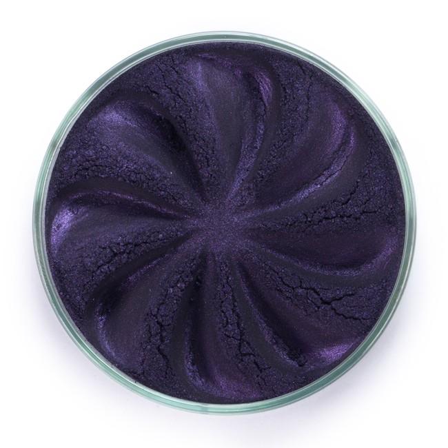 ERA MINERALS Тени минеральные J39 / Mineral Eyeshadow, Jewel 1 грТени<br>Тени для век Jewel обеспечивают комплексное покрытие, своим сиянием напоминающее как глубину, так и лучезарный блеск драгоценного камня. Текстура теней содержит в себе цвет-основу с содержанием крошечных мерцающих частиц, превосходно сочетающихся с основным цветом. Сильные и яркие минеральные пигменты&amp;nbsp; Можно наносить как влажным, так и сухим способом&amp;nbsp; Без отдушек и содержания масел, для всех типов кожи&amp;nbsp; Дерматологически протестировано, не аллергенно&amp;nbsp; Не тестировано на животных&amp;nbsp; Активные ингредиенты: слюда, нитрид бора, миристат магния, диоксид кремния, алюмоборосиликат. Может содержать: стеарат магния, кармин, каолин, ультрамарин, зеленый оксид хрома, берлинская лазурь, оксиды железа, фиолетовый марганец, оксид титана, диоксид титана. Способ применения: Поместите небольшое количество минеральных теней в крышку от контейнера или на палитру для косметики.&amp;nbsp; Наберите средство, используя одну из наших кистей для бровей и ресниц.&amp;nbsp; Чтобы избежать осыпания, не набирайте на кисть слишком большое количество теней.&amp;nbsp; Нанесите тени четкими короткими штрихами, заполняя редкие зоны линии бровей.&amp;nbsp; Наносите тени в обратную от роста волос сторону, затем пригладьте по направлению роста волос.&amp;nbsp; Для получения четкой тонкой линии наносите влажной кистью, а для мягкого эффекта - сухой.&amp;nbsp; Если вы используете пробные образцы, будет удобный, если насыпать небольшое количество минеральных теней на палитру для косметики или небольшую тарелочку, чтобы было проще заполнить ворсинки кисти.<br><br>Объем: 1 гр