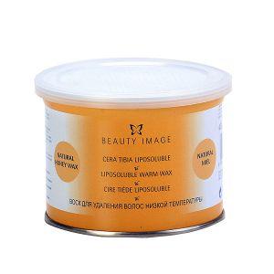 BEAUTY IMAGE Баночка с воском Желтый 800грВоски<br>Прозрачный натуральный воск без добавок. Подходит для любого типа кожи, в том числе для чувствительной. Для любого типа волос. Натуральный воск, предназначенный для профессионального применения. Теплый воск (или низкотемпературный) Beauty Image на основе смол растительного происхождения имеет высокое качество и не раздражает даже чувствительную кожу. При нанесении на кожу воск мгновенно остывает до температуры тела, не оказывая выраженного теплового воздействия. Теплый воск наносится на кожу тонким прозрачным слоем и хорошо сцепляется даже с маленькими волосками и удаляется только с помощью специальной бумаги. Удаление нежелательных волос с помощью воска является самым удобный, быстрым и гигиеничным способом, а также подходит для людей с тонкой чувствительной кожей. C помощью теплого воска проводится депиляция в основном на руках, ногах и спине, возможно также удаление волос на лице, в области подмышек и классического бикини. Наносится теплый воск всегда по росту волос, а удаляется с помощью специальной бумаги. После процедуры остатки воска удаляются цветочным маслом Beauty Image. Следуйте инструкциям, указанным на упаковке. Перед использованием сделайте ТЕСТ НА ЧУВСТВИТЕЛЬНОСТЬ КОЖИ, нанеся воск на небольшой участок кожи в том месте, где будете удалять волосы, следуя инструкции по применению. Если в течение 24 часов не появилось раздражение, воск можно использовать.   Кожа должна быть чистой, сухой, без крема или масла.   Удаляемые волосы должны быть оптимальной длины - не менее 5 - 7 мм   Эпиляция не проводится, если кожа травмирована или на ней имеется раздражение или последствия солнечного ожога.   Если на участке тела, где проводится эпиляция имеются накожные доброкачественные новообразования (папилломы, бородавки), то не следует наносить воск на эти образования.   Биоэпиляция не проводится после ванны, сауны, а также сразу после посещения солярия и процедуры химического пилинга.   После проведения процедуры во