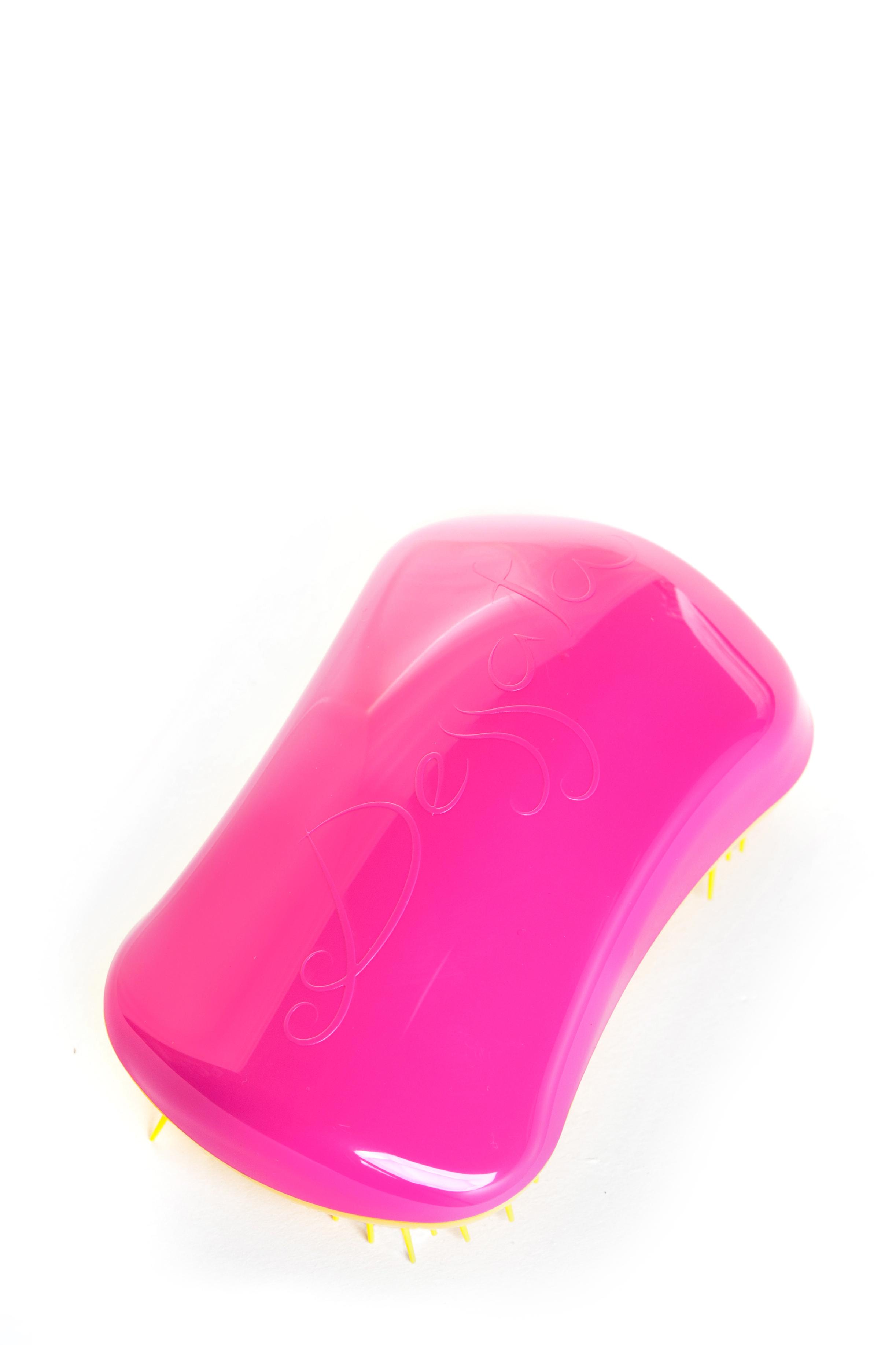 DESSATA Расческа для волос Dessata Hair Brush Original Fuchsia-Yellow; Фуксия-ЖелтыйРасчески<br>Расческа Dessata Original быстро и легко расчесывает волосы, не требует использования дополнительных средств. Специальная конструкция расчески исключает спутывание и повреждение волос. Dessata подходит для всех типов волос. 440 зубчиков разной длины бережно расчесывают даже самые спутанные волосы не травимруя их. Благодаря эргономичному дизайну расческа удобно лежит в руке, повторяя форму голов Материал: гипоаллергенный пластик.<br><br>Типы волос: Для всех типов