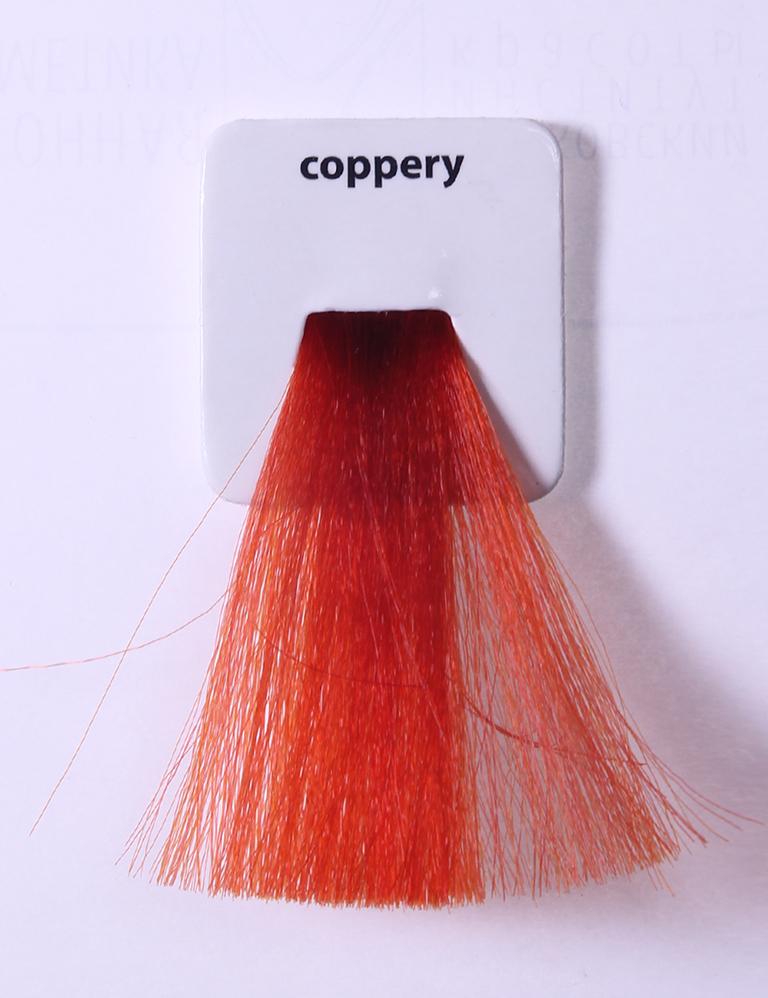 KAARAL Краска для волос контраст медный / Sense COLOURS 100млКраски<br>Coppery contrast медный контраст Перманентные красители. Классический перманентный краситель бизнес класса. Обладает высокой покрывающей способностью. Содержит алоэ вера, оказывающее мощное увлажняющее действие, кокосовое масло для дополнительной защиты волос и кожи головы от агрессивного воздействия химических агентов красителя и провитамин В5 для поддержания внутренней структуры волоса. При соблюдении правильной технологии окрашивания гарантировано 100% окрашивание седых волос. Палитра включает 93 классических оттенка. Способ применения: Приготовление: смешивается с окислителем OXI Plus 6, 10, 20, 30 или 40 Vol в пропорции 1:1 (60 г красителя + 60 г окислителя). Суперосветляющие оттенки смешиваются с окислителями OXI Plus 40 Vol в пропорции 1:2. Для тонирования волос краситель используется с окислителем OXI Plus 6Vol в различных пропорциях в зависимости от желаемого результата. Нанесение: провести тест на чувствительность. Для предотвращения окрашивания кожи при работе с темными оттенками перед нанесением красителя обработать краевую линию роста волос защитным кремом Вaco. ПЕРВИЧНОЕ ОКРАШИВАНИЕ Нанести краситель сначала по длине волос и на кончики, отступив 1-2 см от прикорневой части волос, затем нанести состав на прикорневую часть. ВТОРИЧНОЕ ОКРАШИВАНИЕ Нанести состав сначала на прикорневую часть волос. Затем для обновления цвета ранее окрашенных волос нанести безаммиачный краситель Easy Soft. Время выдержки: 35 минут. Корректоры Sense. Используются для коррекции цвета, усиления яркости оттенков, создания новых цветовых нюансов, а также для нейтрализации нежелательных оттенков по законам хроматического круга. Содержат аммиак и могут использоваться самостоятельно. Оттенки: T-AG - серебристо-серый, T-M - фиолетовый, T-B - синий, T-RO - красный, T-D - золотистый, 0.00 - нейтральный. Способ применения: для усиления или коррекции цвета волос от 2 до 6 уровней цвета корректоры добавляются в красите