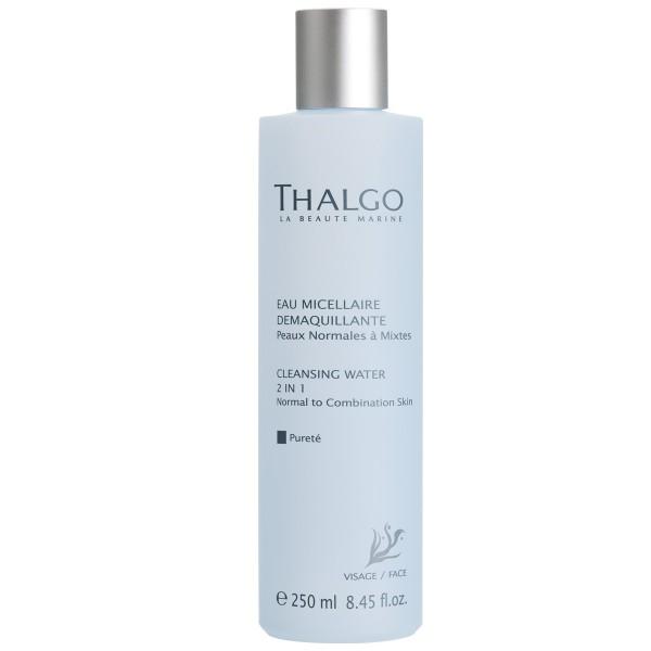 THALGO Вода очищающая 2-в-1 Чистота для нормальной и комбинированной кожи 250млТермальная вода<br>Очищающая вода 2 в 1 эффективно и мгновенно очищает и нежно заботится о нормальной и комбинированной коже. Тонизирует и не пересушивает кожу.  Активные ингредиенты: Вода, гидрогенизированное касторовое масло, отдушка, экстракт водоросли Gelidium Sesquipedale, лимонная кислота, экстракт грейпфрута (Citrus Grandis). Не содержит парабенов, минеральных масел, пропиленгликоля, ГМО и побочных продуктов животного происхождения.  Способ применения: Для ежедневного использования. Смочите ватный диск и протрите лицо и шею.<br>