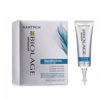 MATRIX Сыворотка для сильно поврежденных волос / БИОЛАЖ КЕРАТИНДОЗ 10млСыворотки<br>Концентрированная сыворотка содержит высокое содержание комплекса Pro-Keratin и экстракта шелка для сильно поврежденных волос, а также волос, подверженных регулярному воздействию термоинструментов. Насыщает протеином истонченные участки поврежденных волос, запечатывая влагу внутри волоса для предотвращения пушистости и ломкости волос. Результат: насыщает протеином истонченные участки поврежденных волос, запечатывая влагу внутри волоса для предотвращения пушистости и ломкости волос. Активные ингредиенты: инновационный комплекс Pro-Keratin и экстракт шелка. Без парабенов, сульфатов и солей тяжелых металлов. Способ применения: нанести на влажные волосы после применения Шампуня КЕРАТИНДОЗ. Тщательно смыть через 10-15 мин. После сыворотки нанести Кондиционер КЕРАТИНДОЗ. При попадании в глаза немедленно промыть водой.<br><br>Типы волос: Поврежденные
