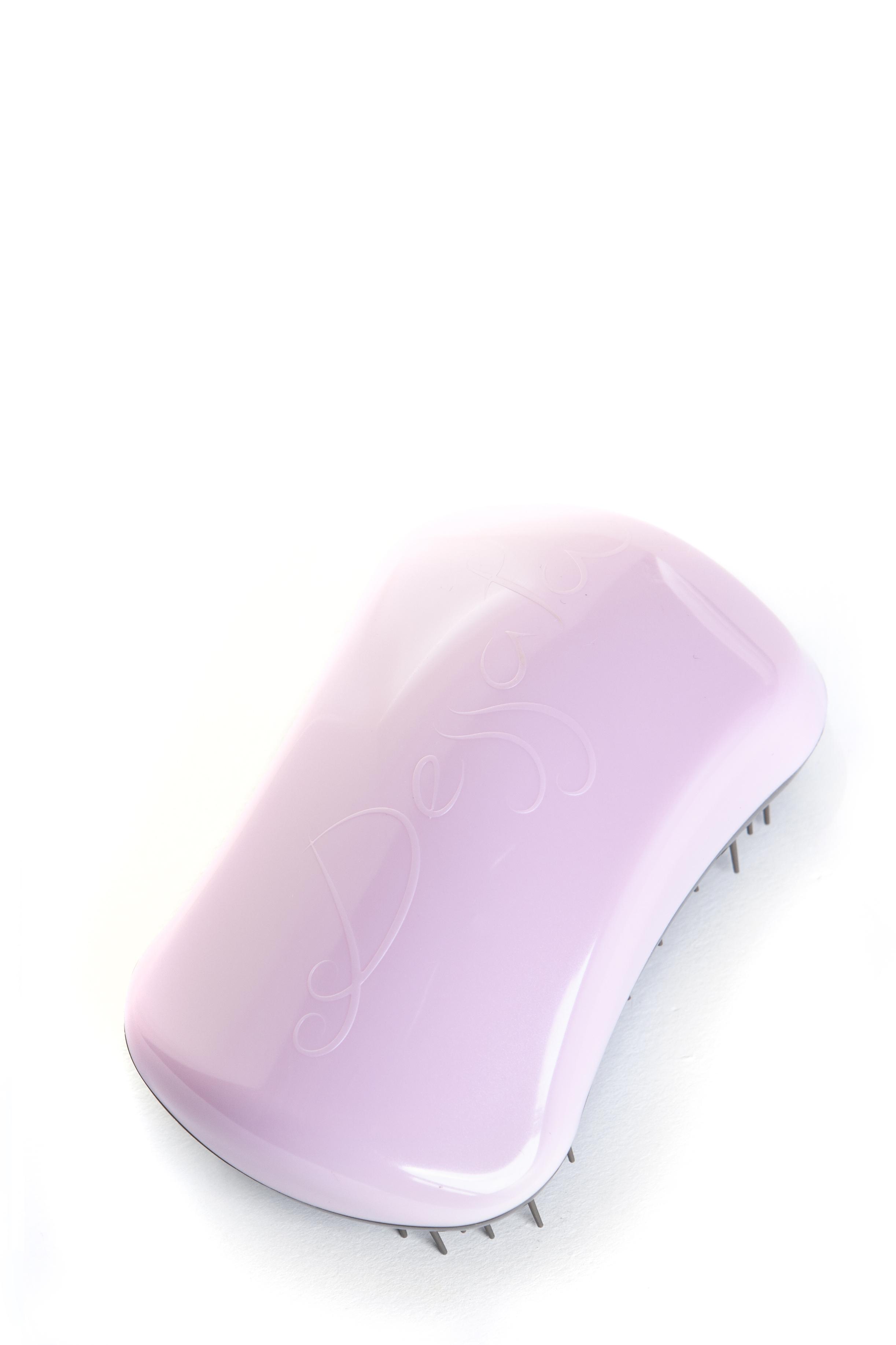 DESSATA Расческа для волос Dessata Hair Brush Original Pink-Old Gold; Розовый-Старое ЗолотоРасчески<br>Расческа Dessata Original быстро и легко расчесывает волосы, не требует использования дополнительных средств. Специальная конструкция расчески исключает спутывание и повреждение волос. Dessata подходит для всех типов волос. 440 зубчиков разной длины бережно расчесывают даже самые спутанные волосы не травимруя их. Благодаря эргономичному дизайну расческа удобно лежит в руке, повторяя форму голов Материал: гипоаллергенный пластик.<br><br>Типы волос: Для всех типов