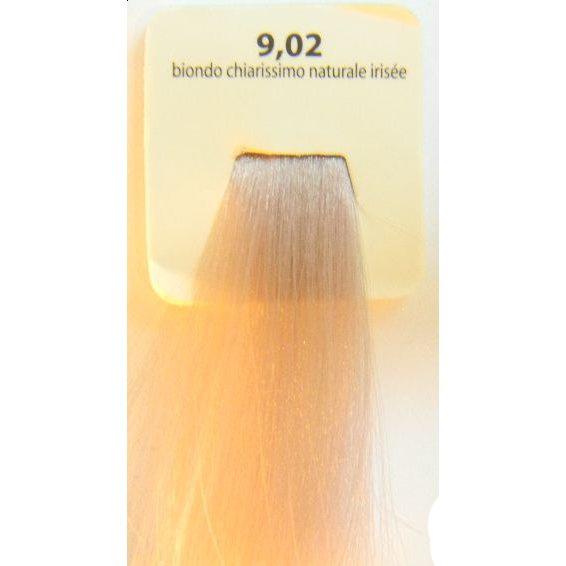 KAARAL 9.02 краска для волос / Sense COLOURS 100млКраски<br>9.02 - натуральный радужный очень светлый блондин. Перманентные красители. Классический перманентный краситель бизнес класса. Обладает высокой покрывающей способностью. Содержит алоэ вера, оказывающее мощное увлажняющее действие, кокосовое масло для дополнительной защиты волос и кожи головы от агрессивного воздействия химических агентов красителя и провитамин В5 для поддержания внутренней структуры волоса. При соблюдении правильной технологии окрашивания гарантировано 100% окрашивание седых волос. Палитра включает 93 классических оттенка. Способ применения: Приготовление: смешивается с окислителем OXI Plus 6, 10, 20, 30 или 40 Vol в пропорции 1:1 (60 г красителя + 60 г окислителя). Суперосветляющие оттенки смешиваются с окислителями OXI Plus 40 Vol в пропорции 1:2. Для тонирования волос краситель используется с окислителем OXI Plus 6Vol в различных пропорциях в зависимости от желаемого результата. Нанесение: провести тест на чувствительность. Для предотвращения окрашивания кожи при работе с темными оттенками перед нанесением красителя обработать краевую линию роста волос защитным кремом Вaco. ПЕРВИЧНОЕ ОКРАШИВАНИЕ Нанести краситель сначала по длине волос и на кончики, отступив 1-2 см от прикорневой части волос, затем нанести состав на прикорневую часть. ВТОРИЧНОЕ ОКРАШИВАНИЕ Нанести состав сначала на прикорневую часть волос. Затем для обновления цвета ранее окрашенных волос нанести безаммиачный краситель Easy Soft. Время выдержки: 35 минут. Корректоры Sense. Используются для коррекции цвета, усиления яркости оттенков, создания новых цветовых нюансов, а также для нейтрализации нежелательных оттенков по законам хроматического круга. Содержат аммиак и могут использоваться самостоятельно. Оттенки: T-AG - серебристо-серый, T-M - фиолетовый, T-B - синий, T-RO - красный, T-D - золотистый, 0.00 - нейтральный. Способ применения: для усиления или коррекции цвета волос от 2 до 6 уровней цвета корректоры добавляются в 